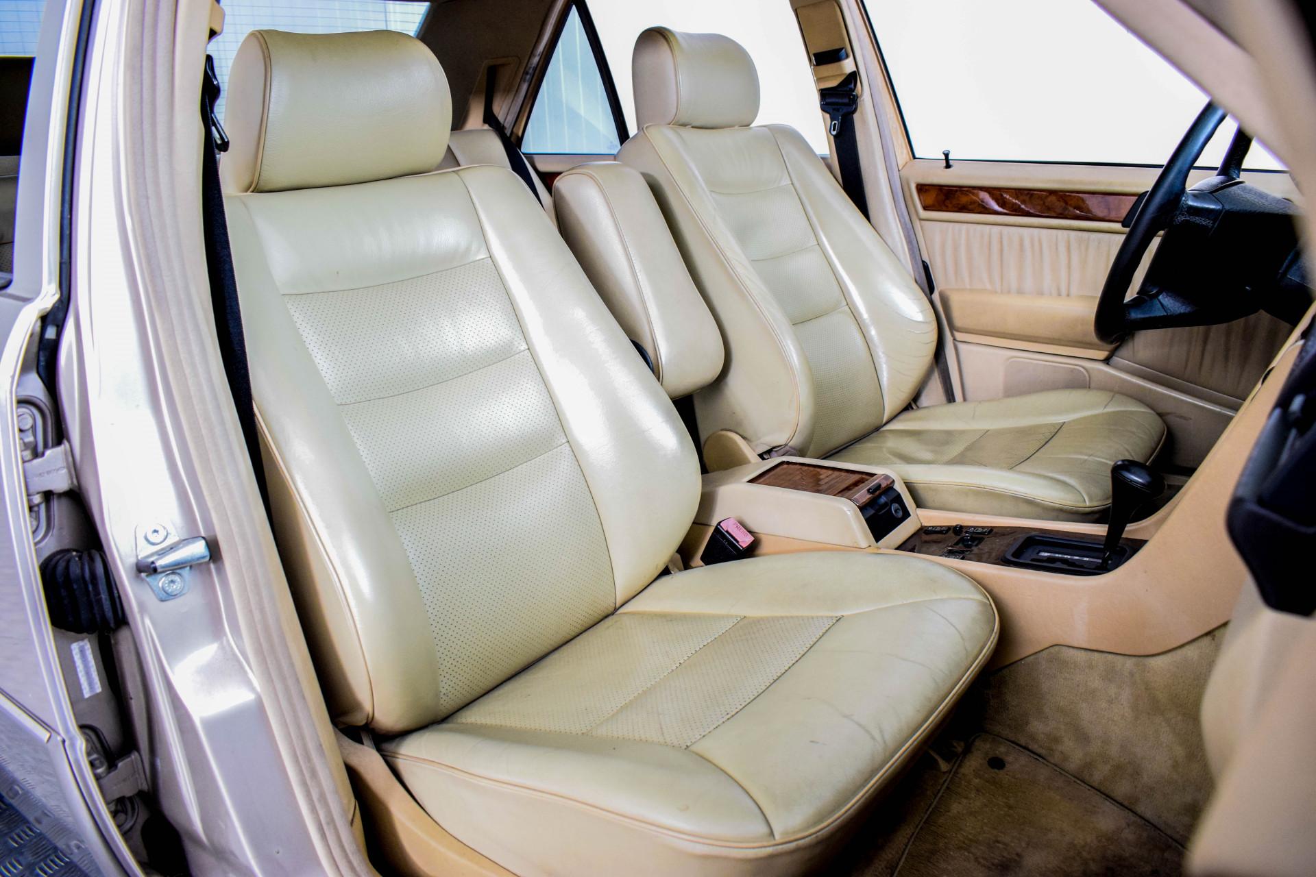 Mercedes-Benz 200-serie 400 E V8 Foto 41