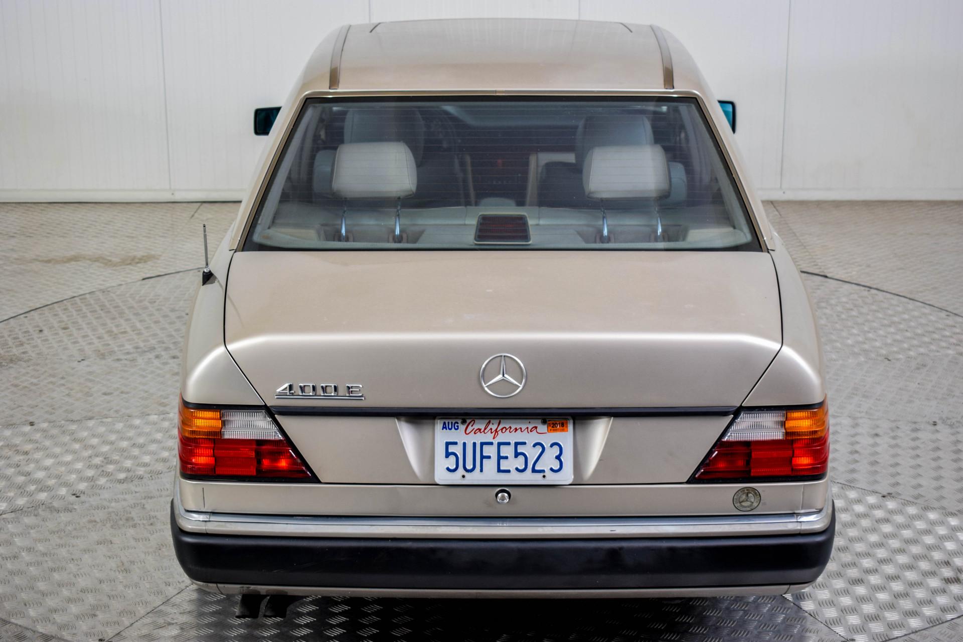 Mercedes-Benz 200-serie 400 E V8 Foto 47