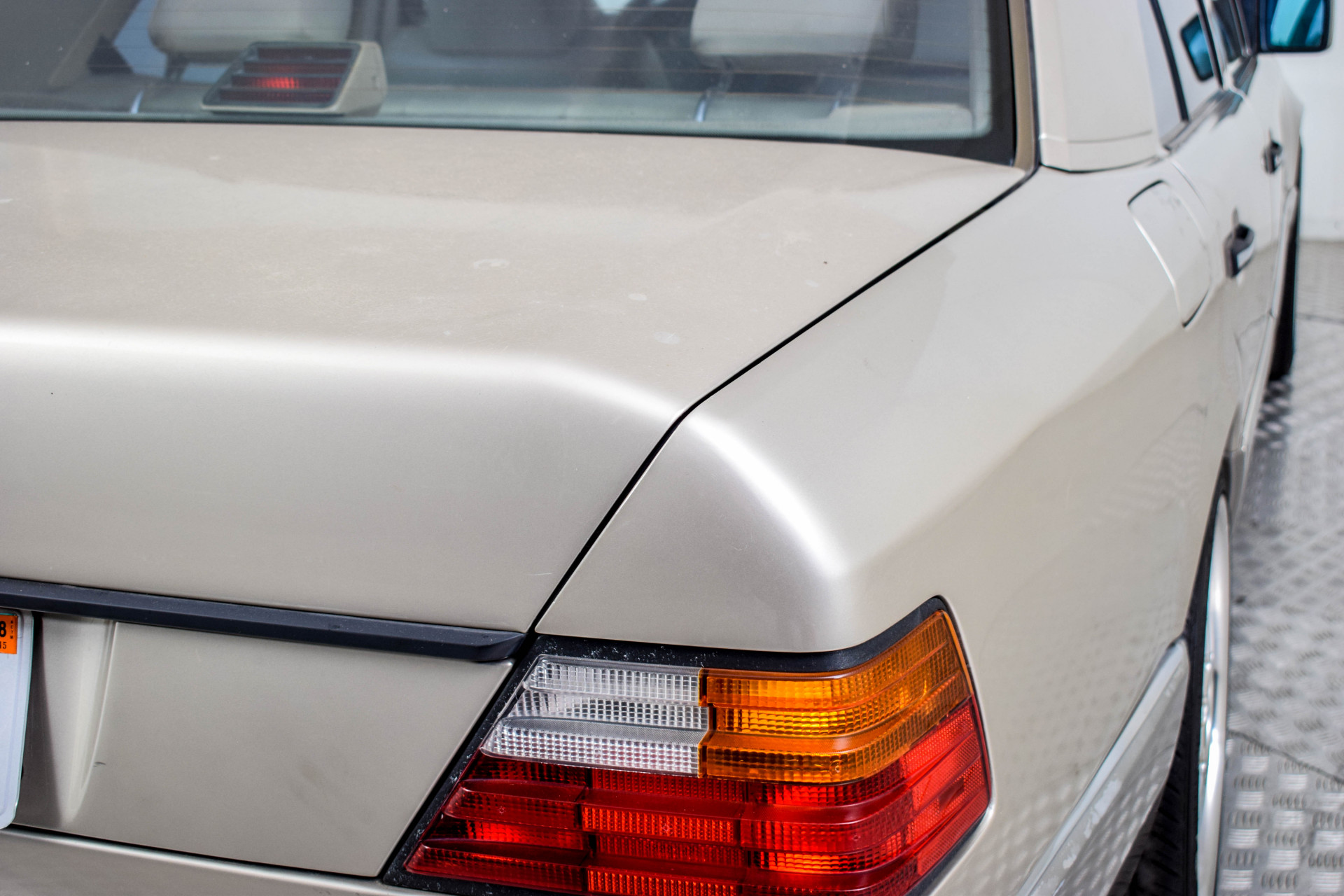 Mercedes-Benz 200-serie 400 E V8 Foto 48