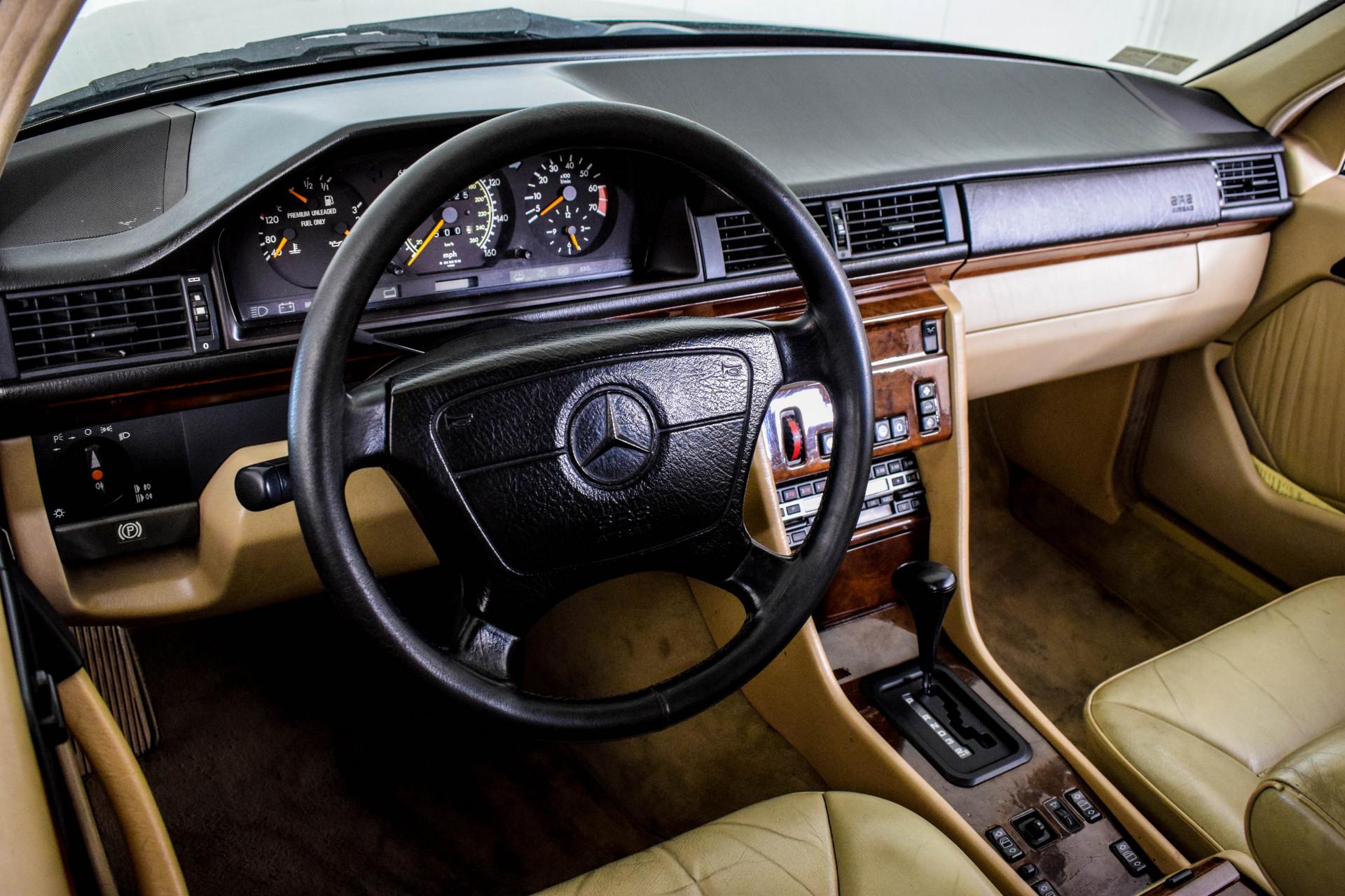 Mercedes-Benz 200-serie 400 E V8 Foto 50
