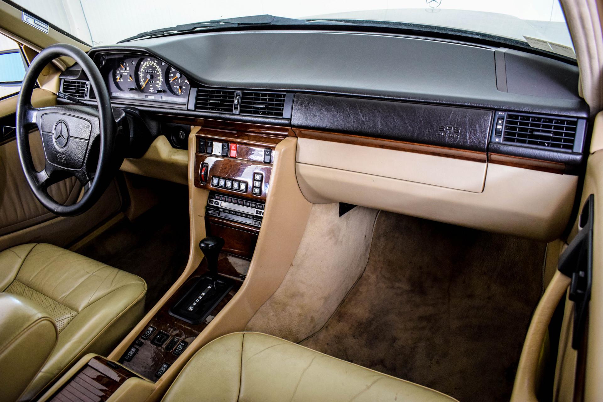 Mercedes-Benz 200-serie 400 E V8 Foto 51