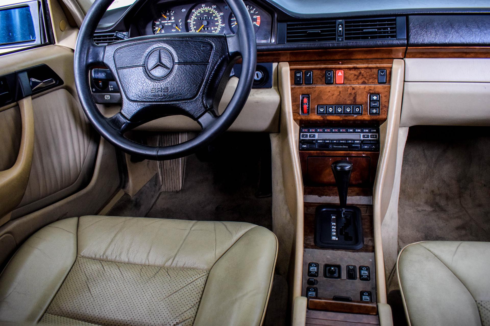 Mercedes-Benz 200-serie 400 E V8 Foto 53