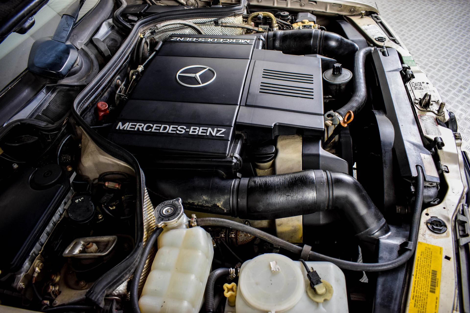 Mercedes-Benz 200-serie 400 E V8 Foto 56