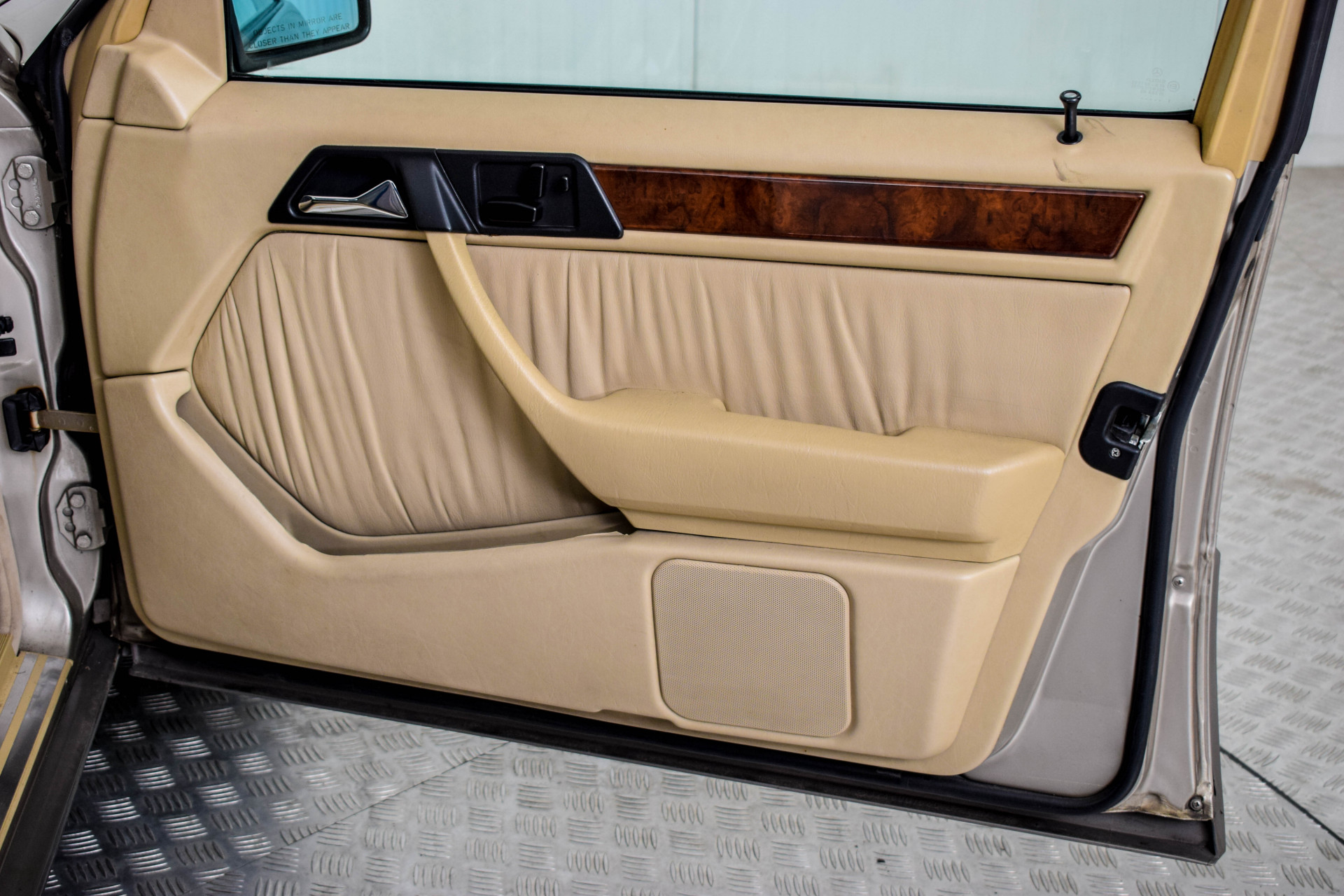 Mercedes-Benz 200-serie 400 E V8 Foto 57
