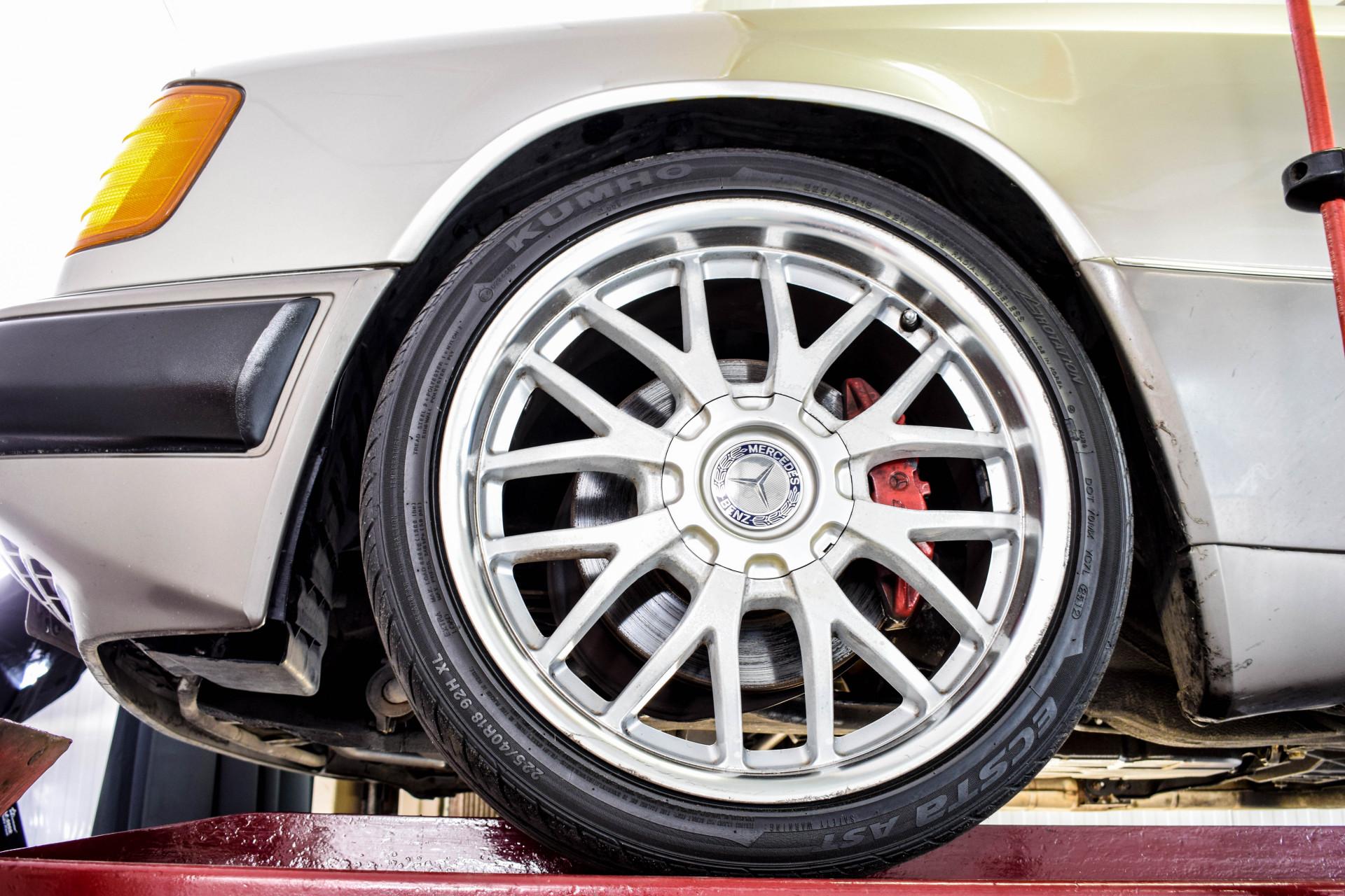 Mercedes-Benz 200-serie 400 E V8 Foto 58