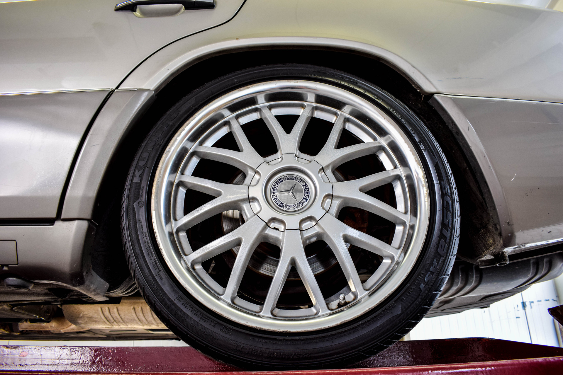Mercedes-Benz 200-serie 400 E V8 Foto 62