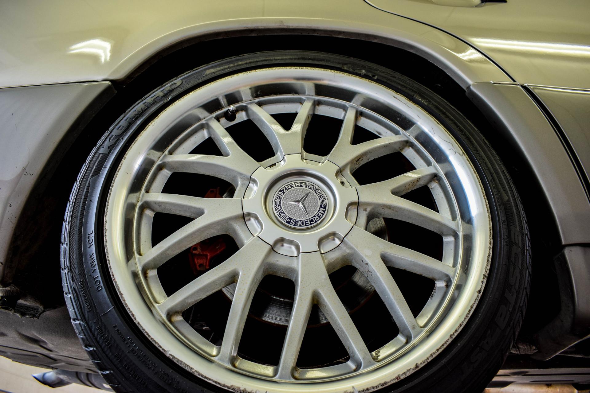 Mercedes-Benz 200-serie 400 E V8 Foto 63