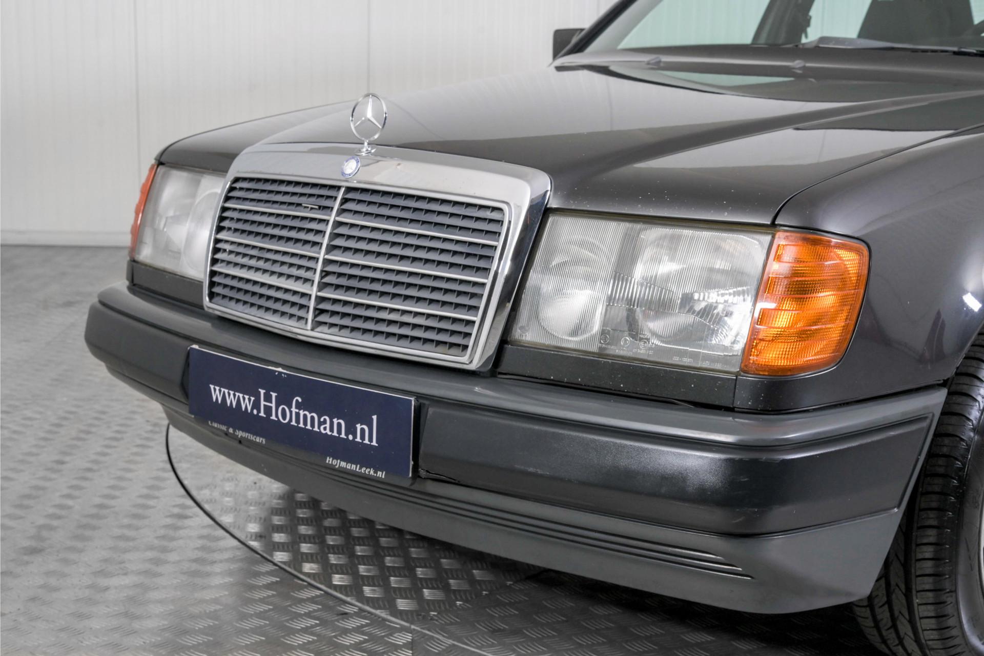Mercedes-Benz 200-serie 230 Sedan Foto 53
