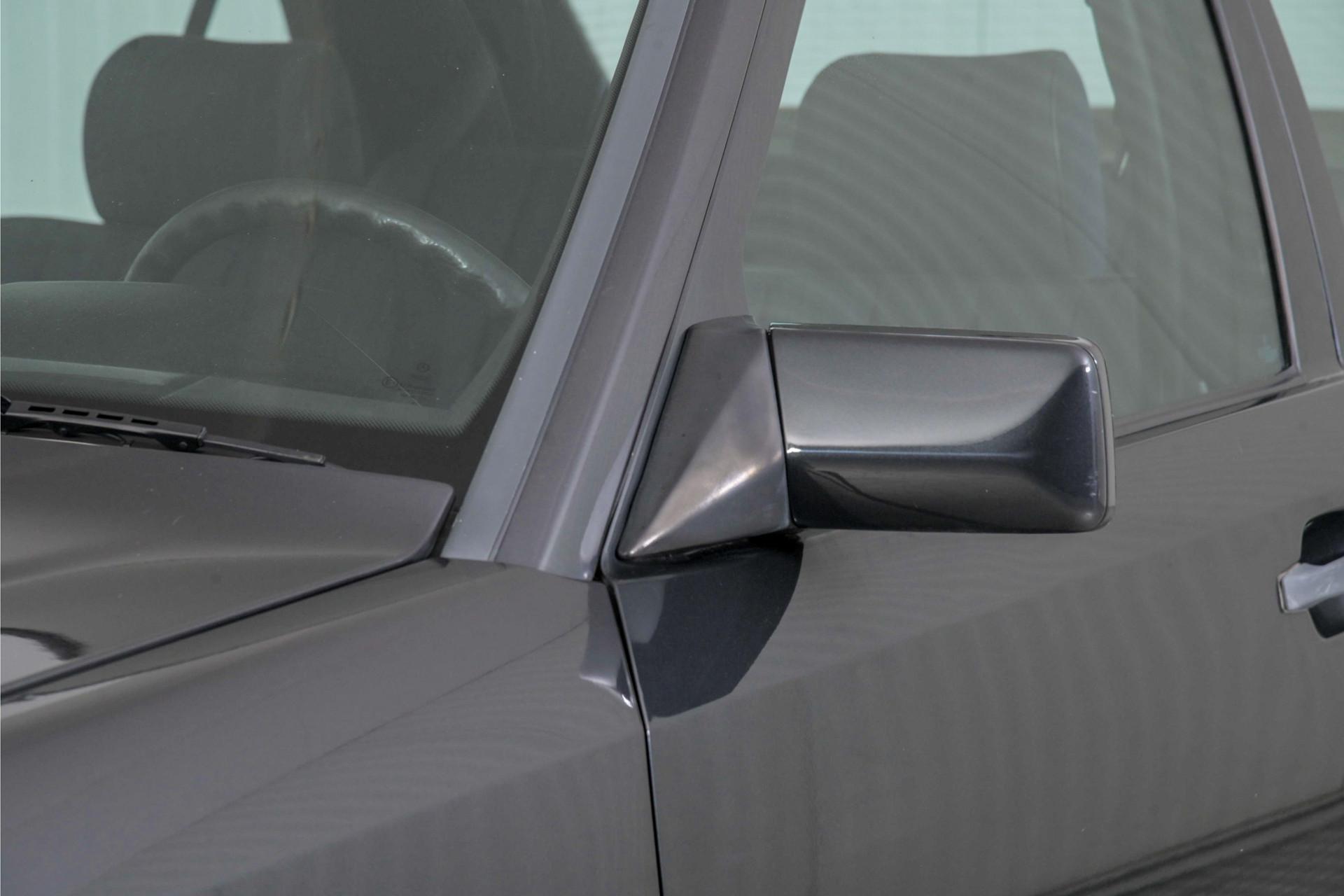 Mercedes-Benz 200-serie 230 Sedan Foto 54
