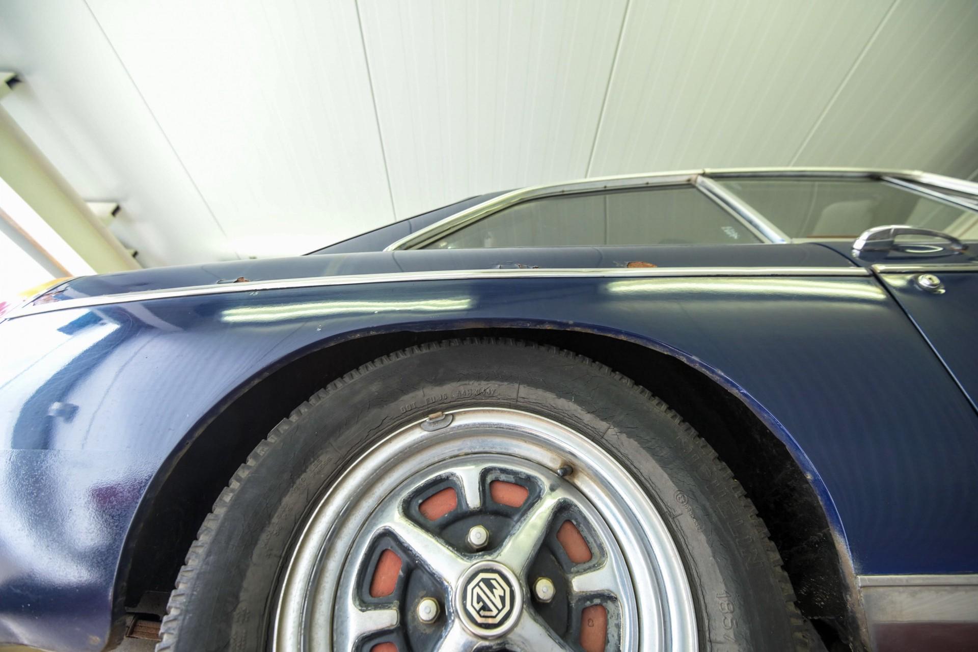 MG B 1.8 GT overdrive Foto 79