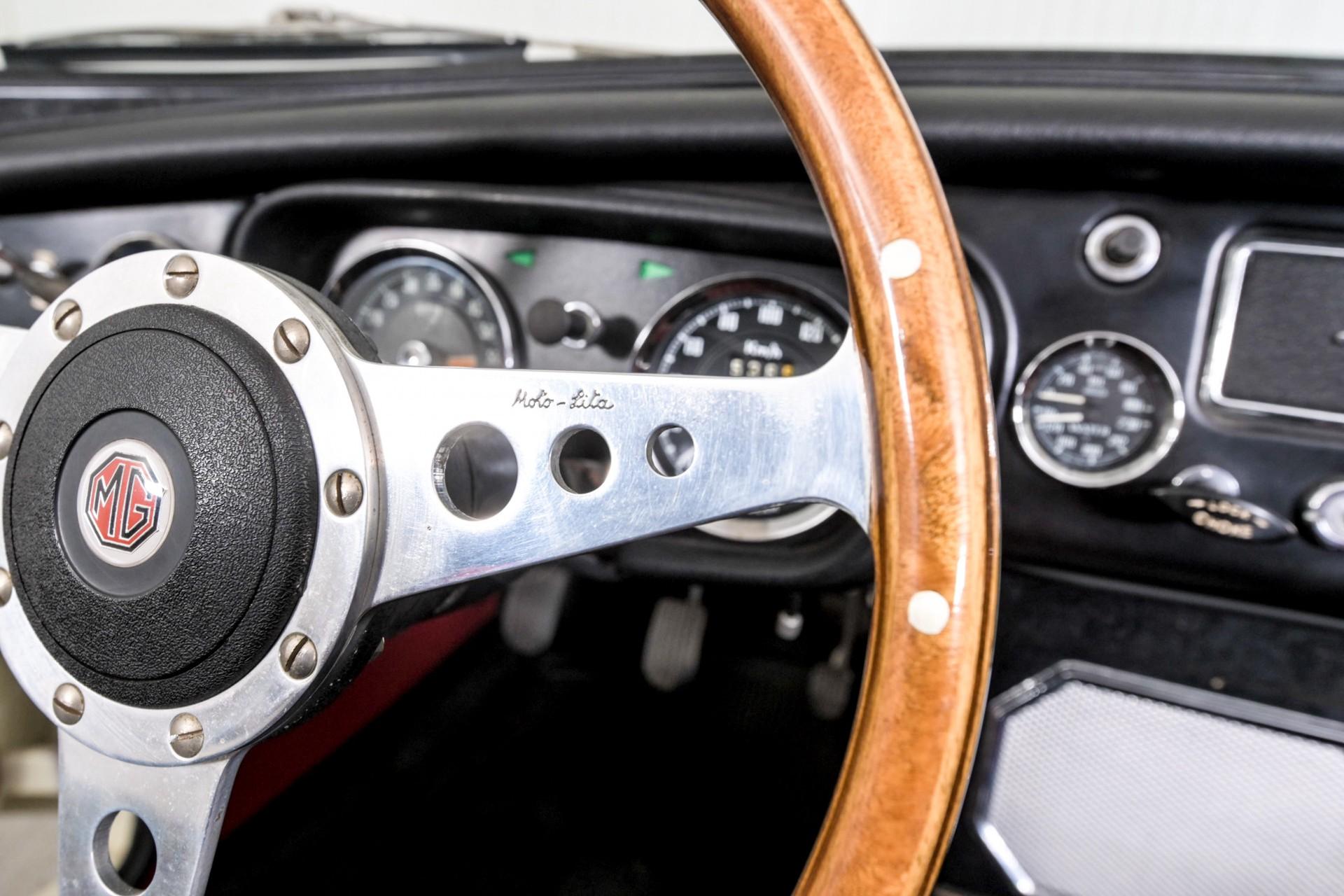 MG B MGB 1.8 Roadster lepeldeur Foto 36