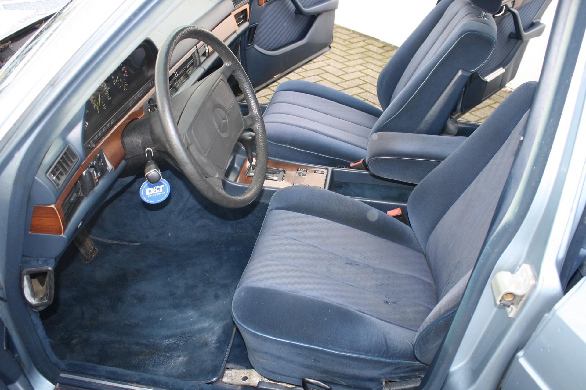 Mercedes-Benz S-Klasse 420 SEL Foto 3