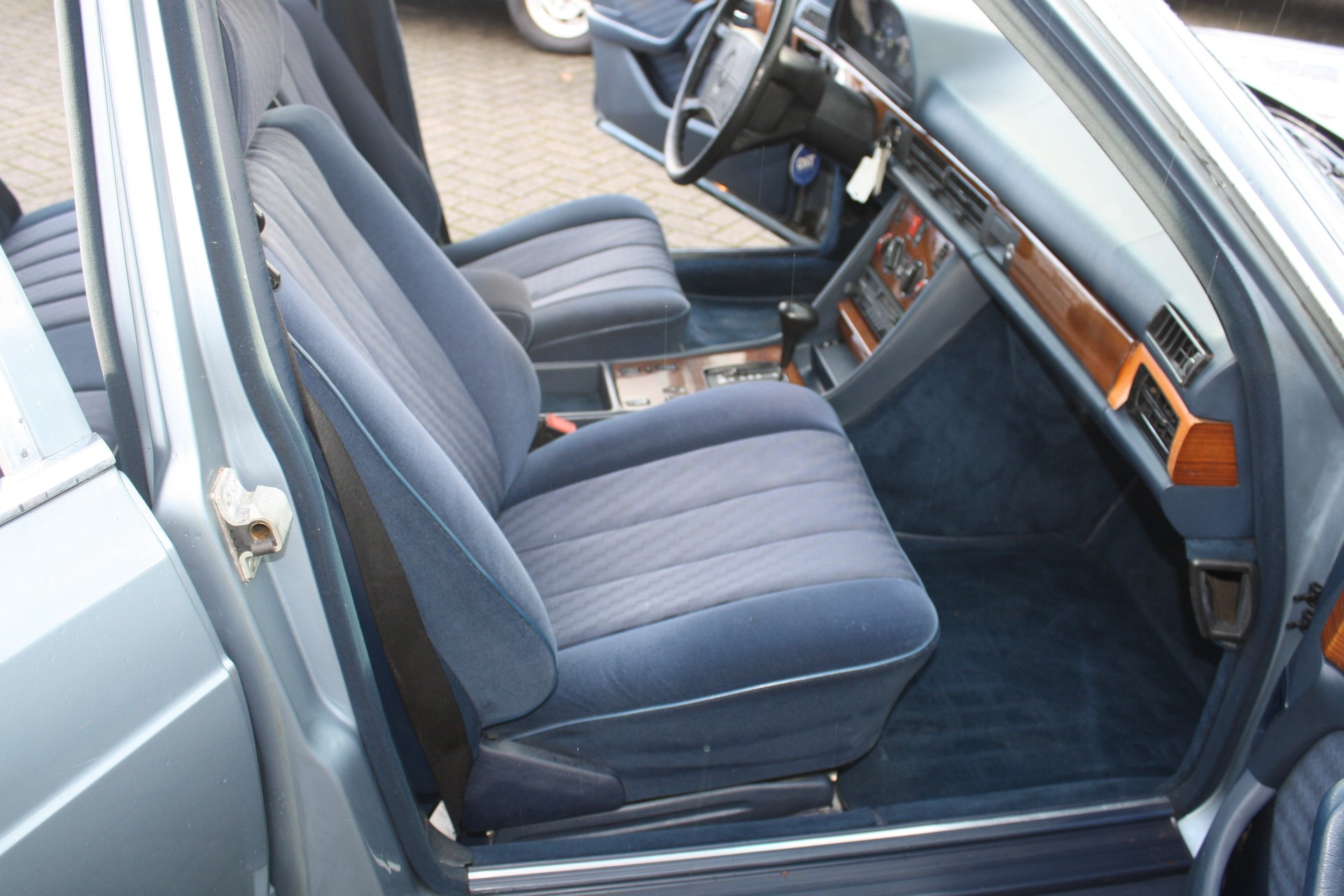 Mercedes-Benz S-Klasse 420 SEL Foto 4