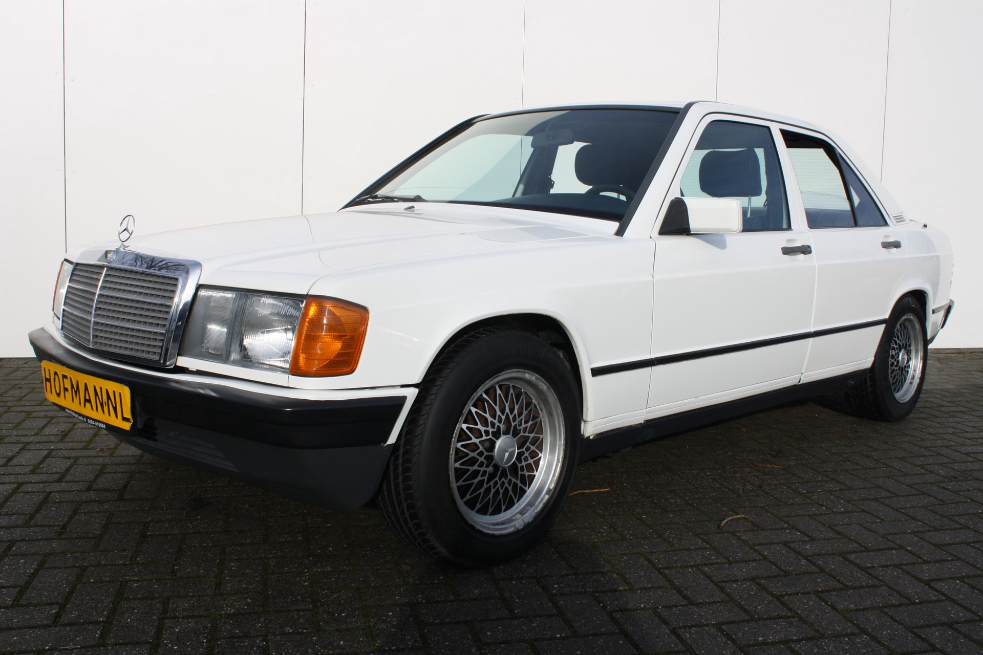 Mercedes-Benz 190 2.0 E Foto 1