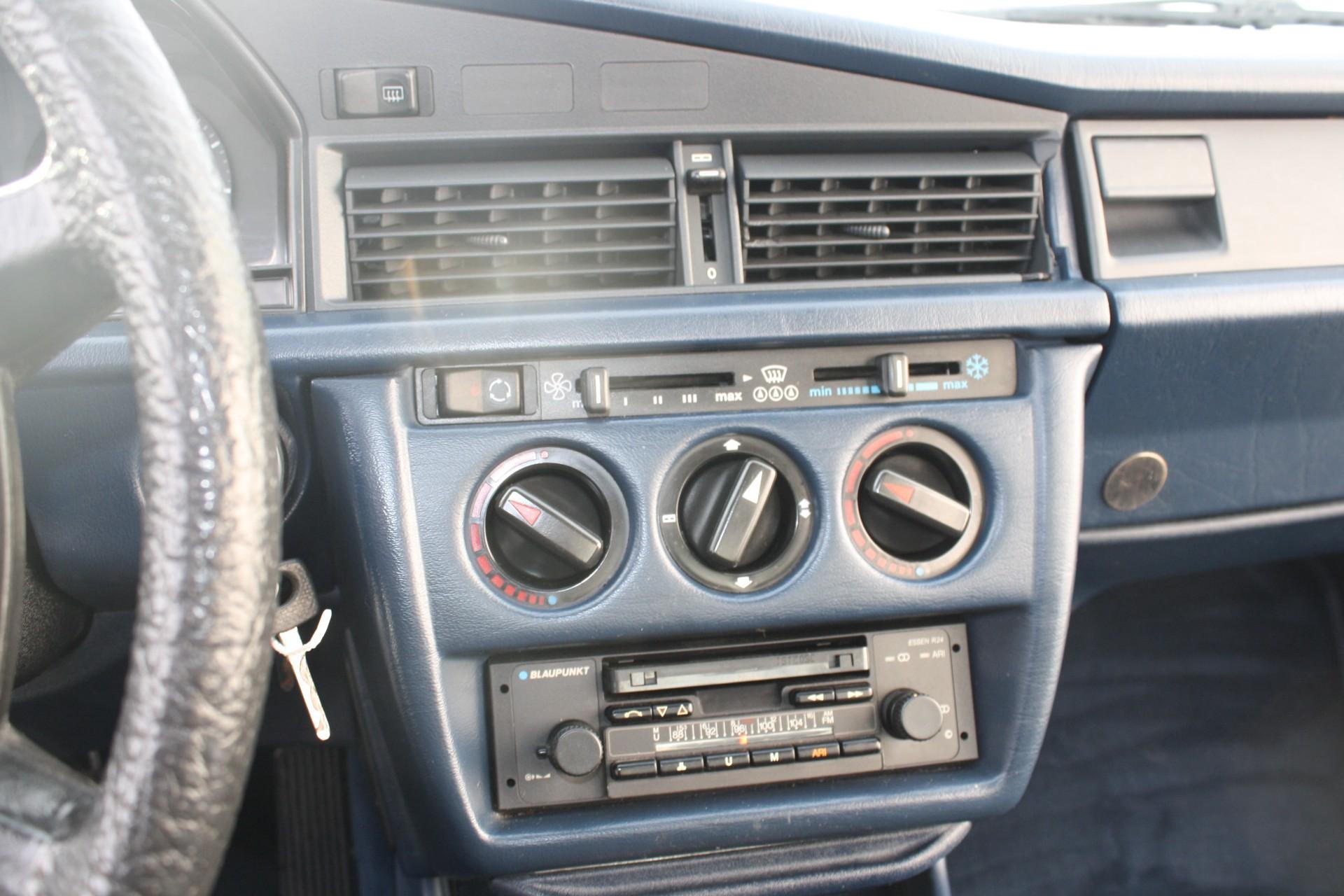 Mercedes-Benz 190 2.0 E Foto 7