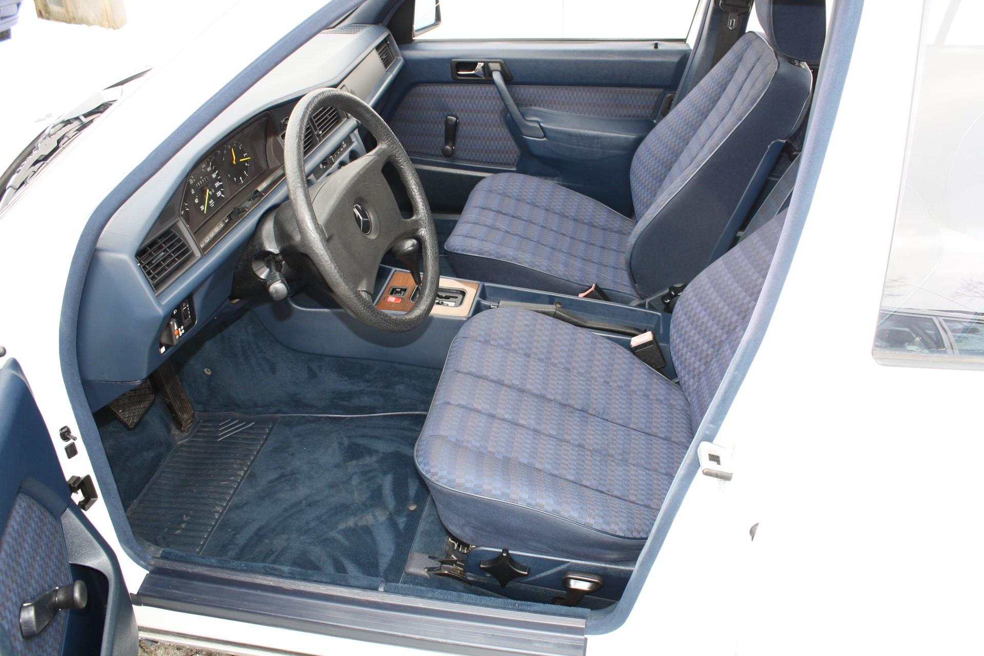 Mercedes-Benz 190 2.0 E automaat Foto 3