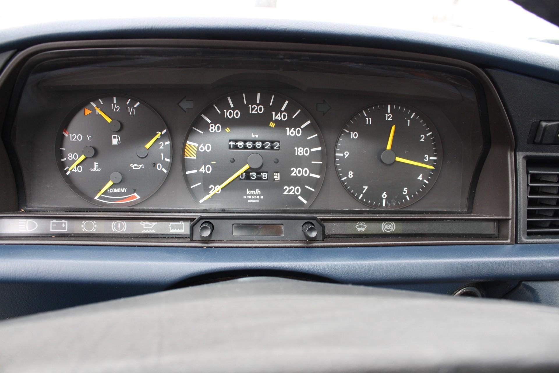 Mercedes-Benz 190 2.0 E automaat Foto 5