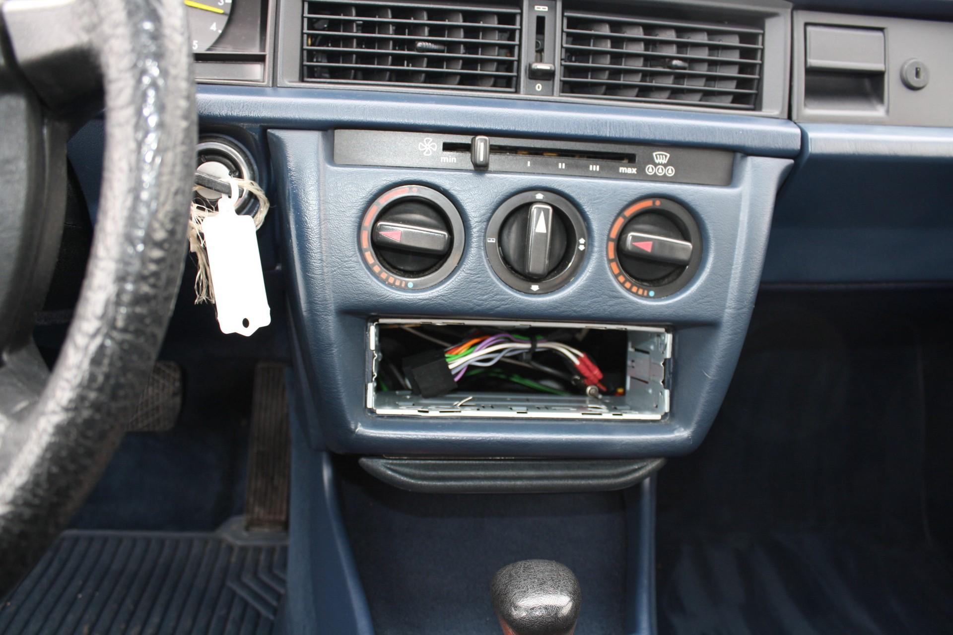 Mercedes-Benz 190 2.0 E automaat Foto 6