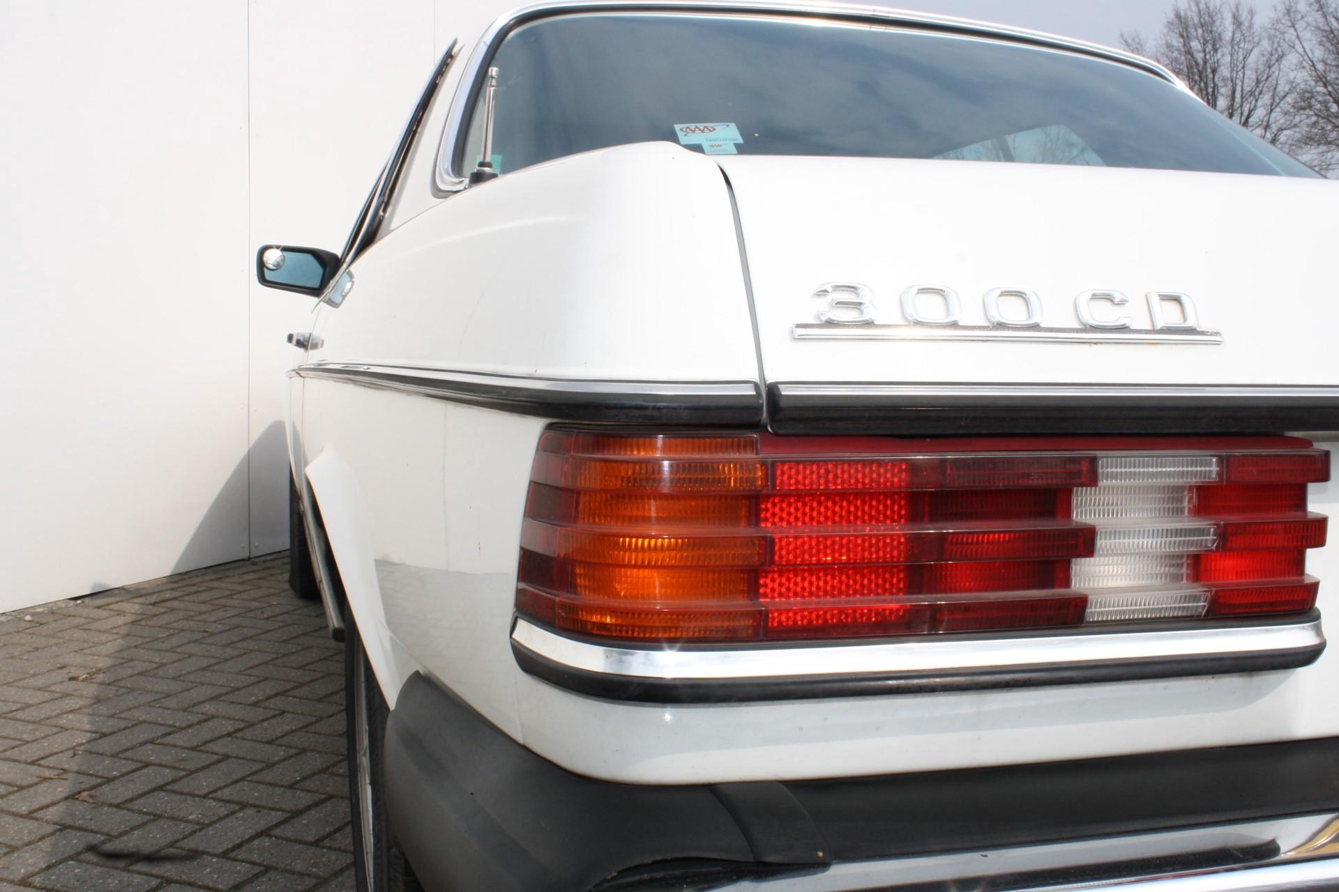 Mercedes-Benz 300-serie 300 CD Turbo diesel Foto 14
