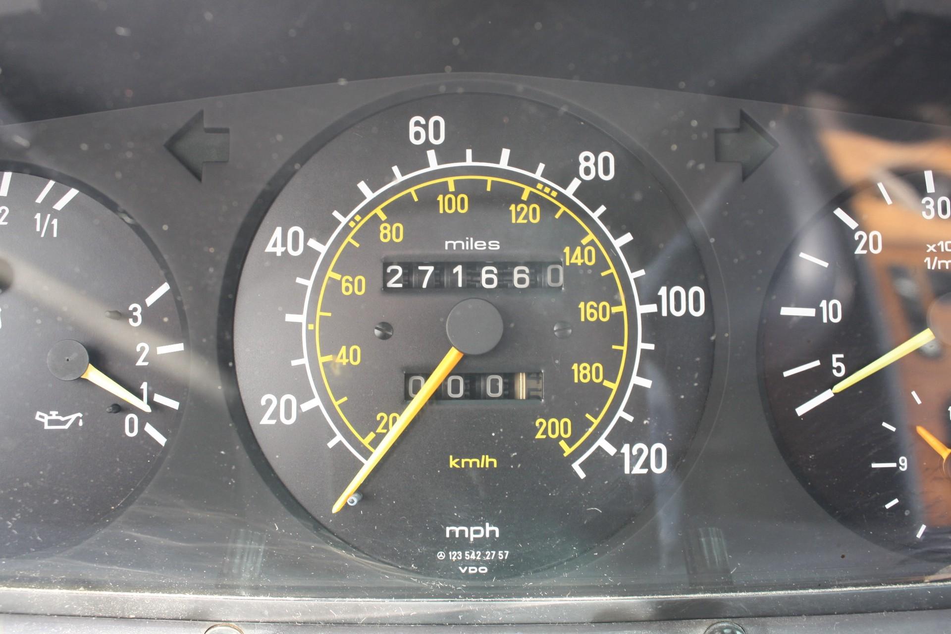Mercedes-Benz 300-serie 300 CD Turbo diesel Foto 5