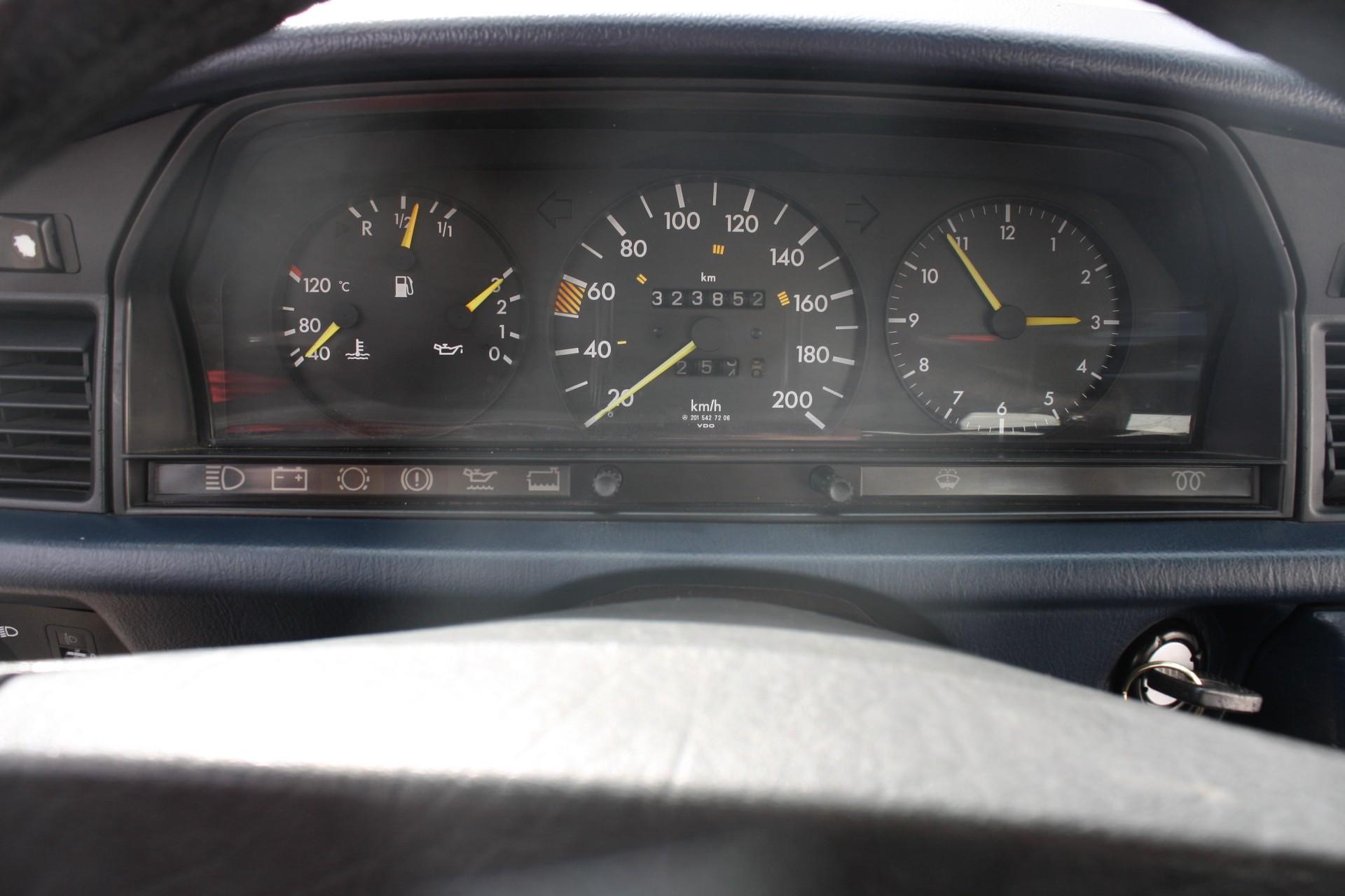 Mercedes-Benz 190 2.5 D Foto 8