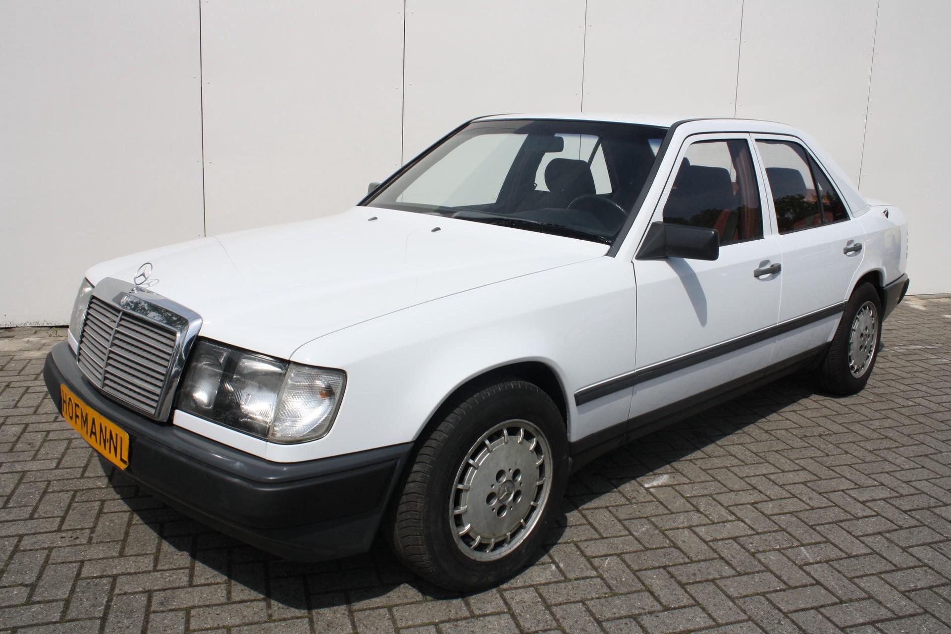 Mercedes-Benz 200-serie 260 E Foto 1