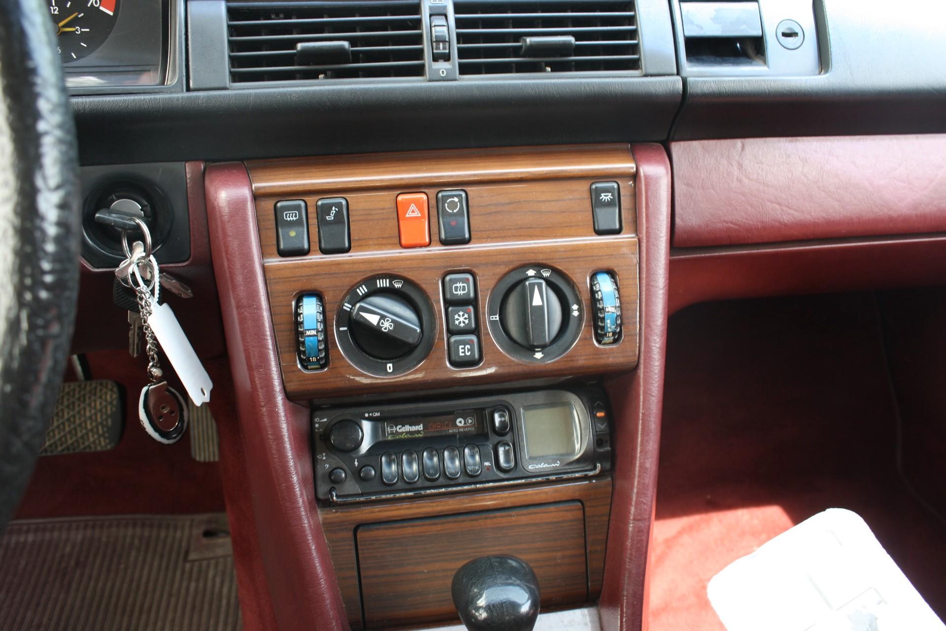 Mercedes-Benz 200-serie 260 E Foto 10
