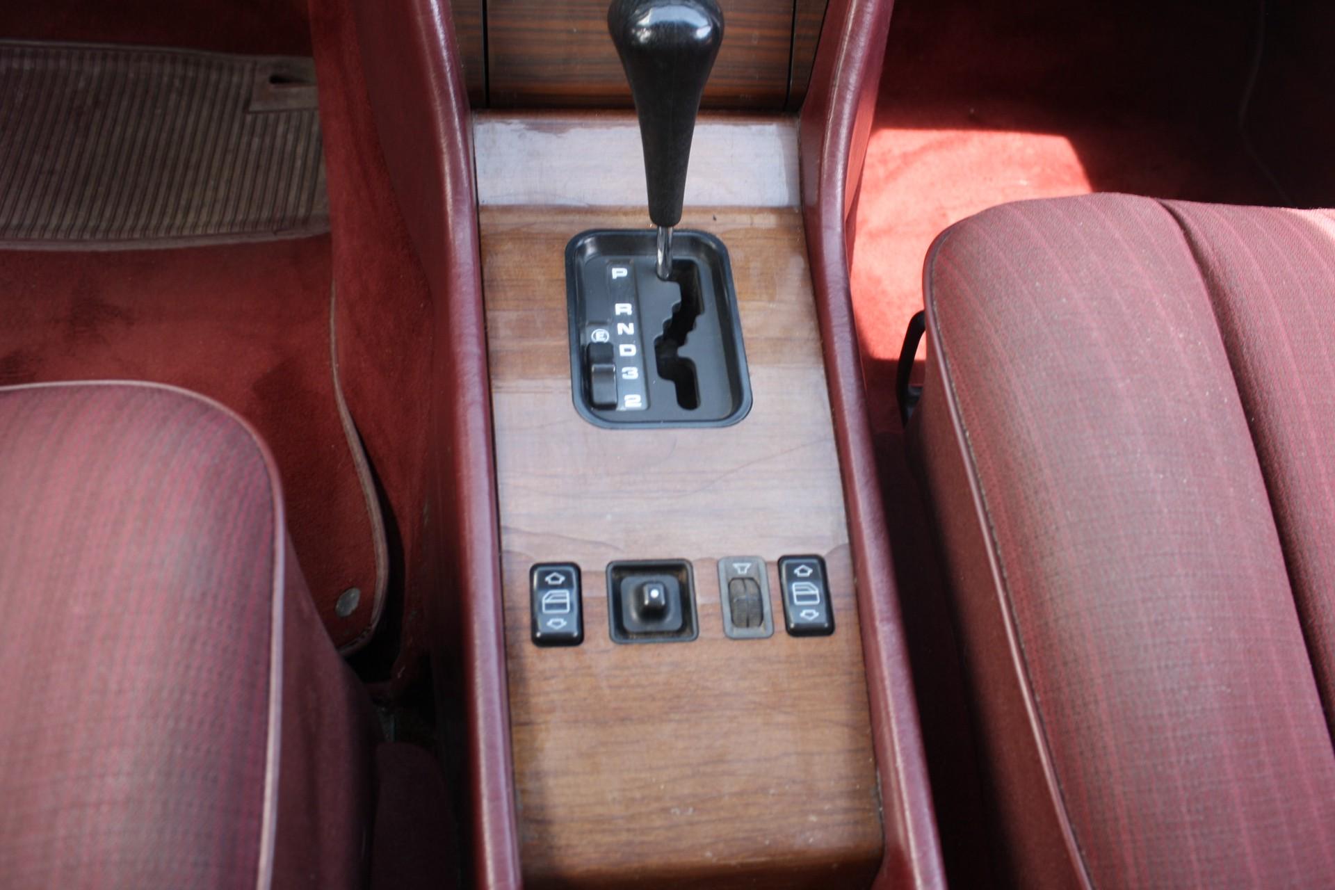 Mercedes-Benz 200-serie 260 E Foto 11