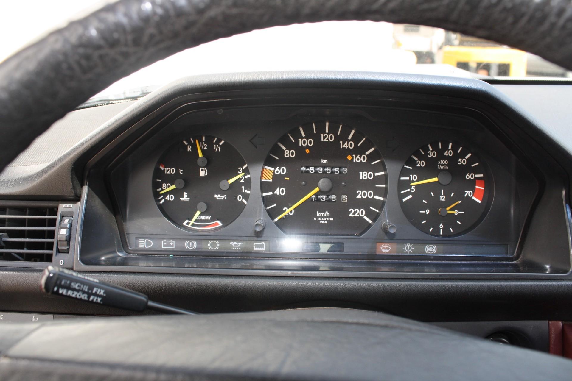 Mercedes-Benz 200-serie 260 E Foto 9