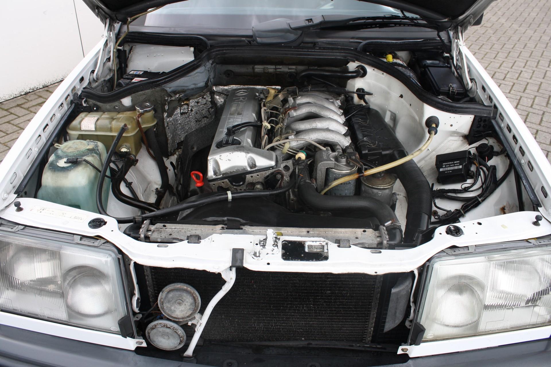Mercedes-Benz 200-serie 250 D Foto 7