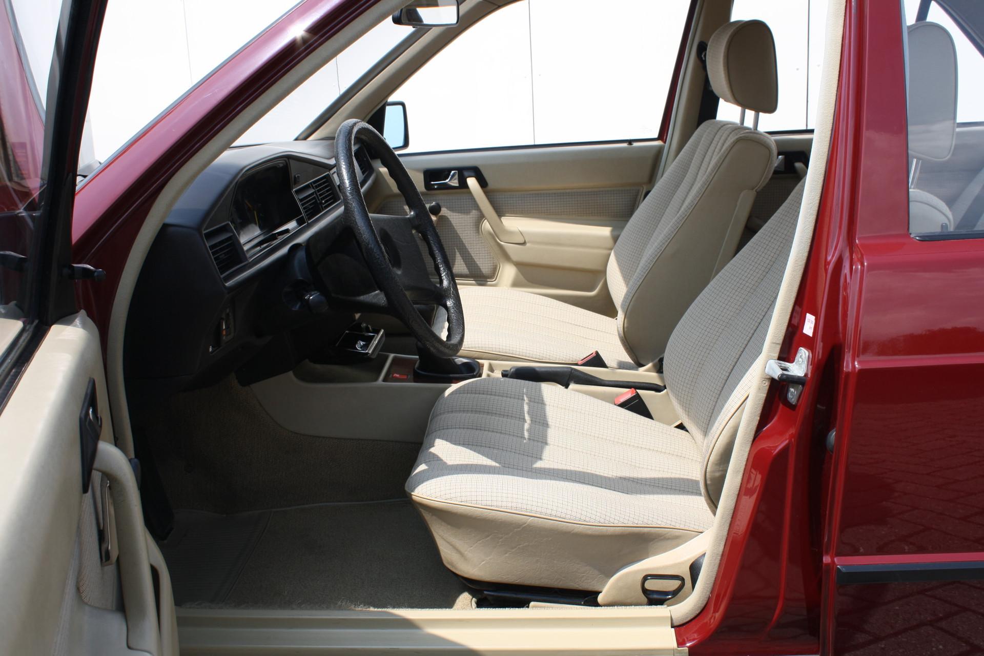 Mercedes-Benz 190 2.0 D maar 136000 km! Foto 4