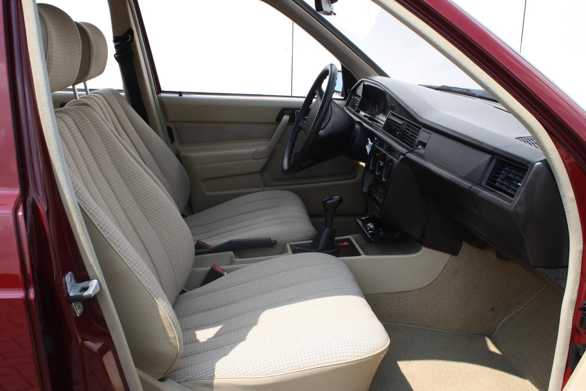 Mercedes-Benz 190 2.0 D maar 136000 km! Foto 6