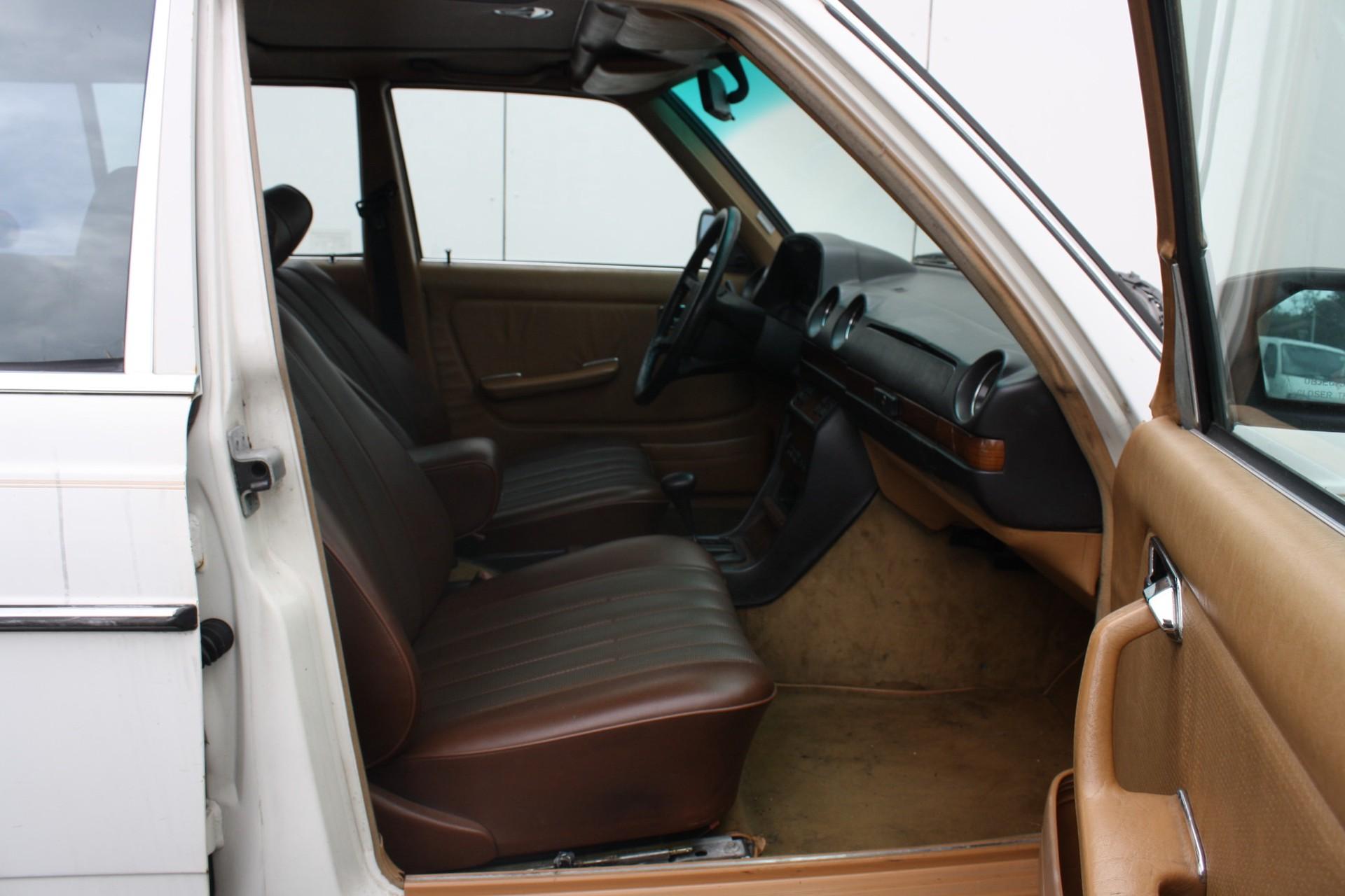 Mercedes-Benz 200-serie 300 TD Turbo diesel Foto 5