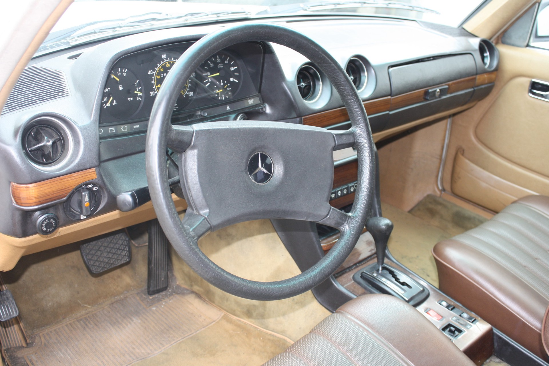 Mercedes-Benz 200-serie 300 TD Turbo diesel Foto 8