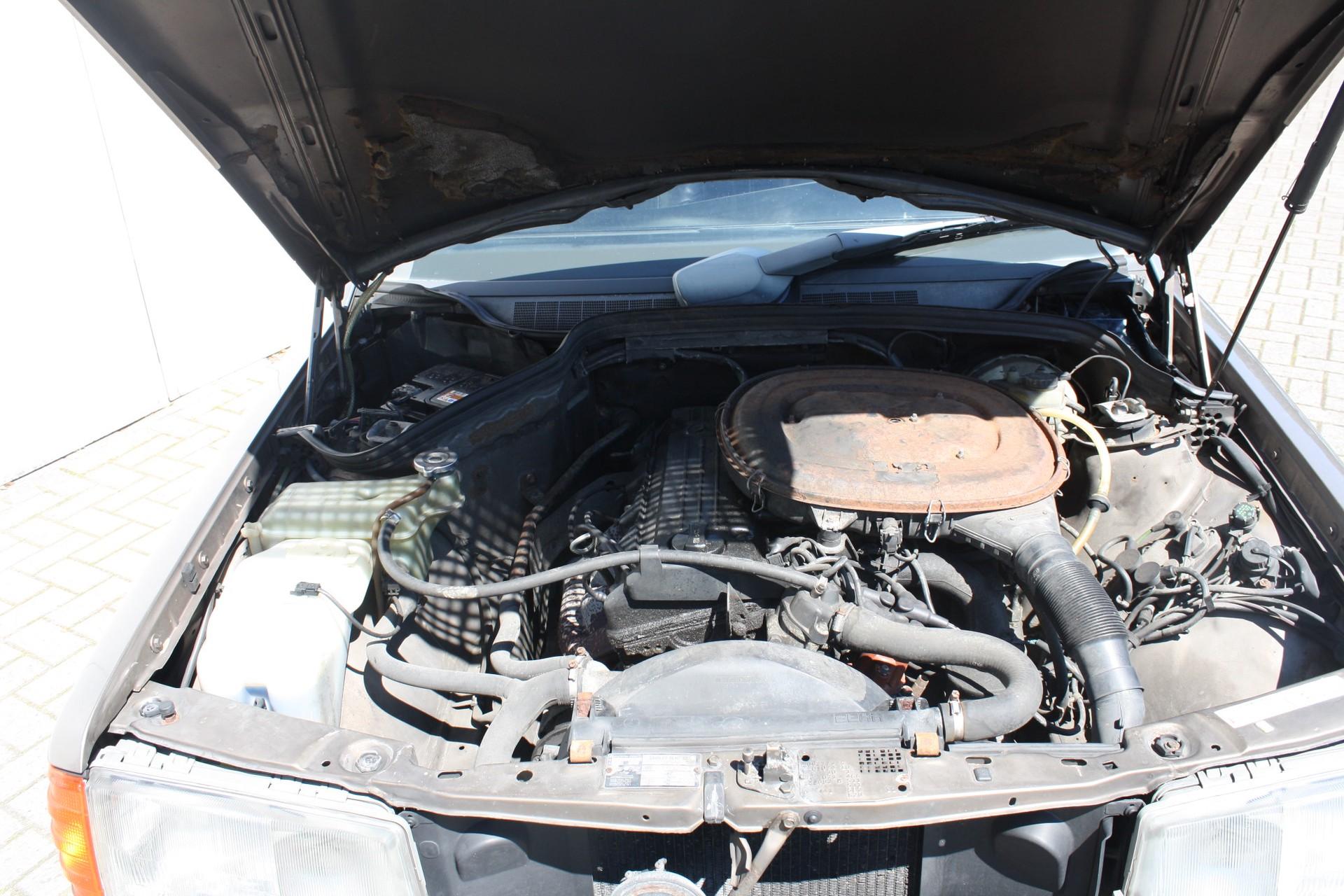 Mercedes-Benz 190 2.0 E Foto 11
