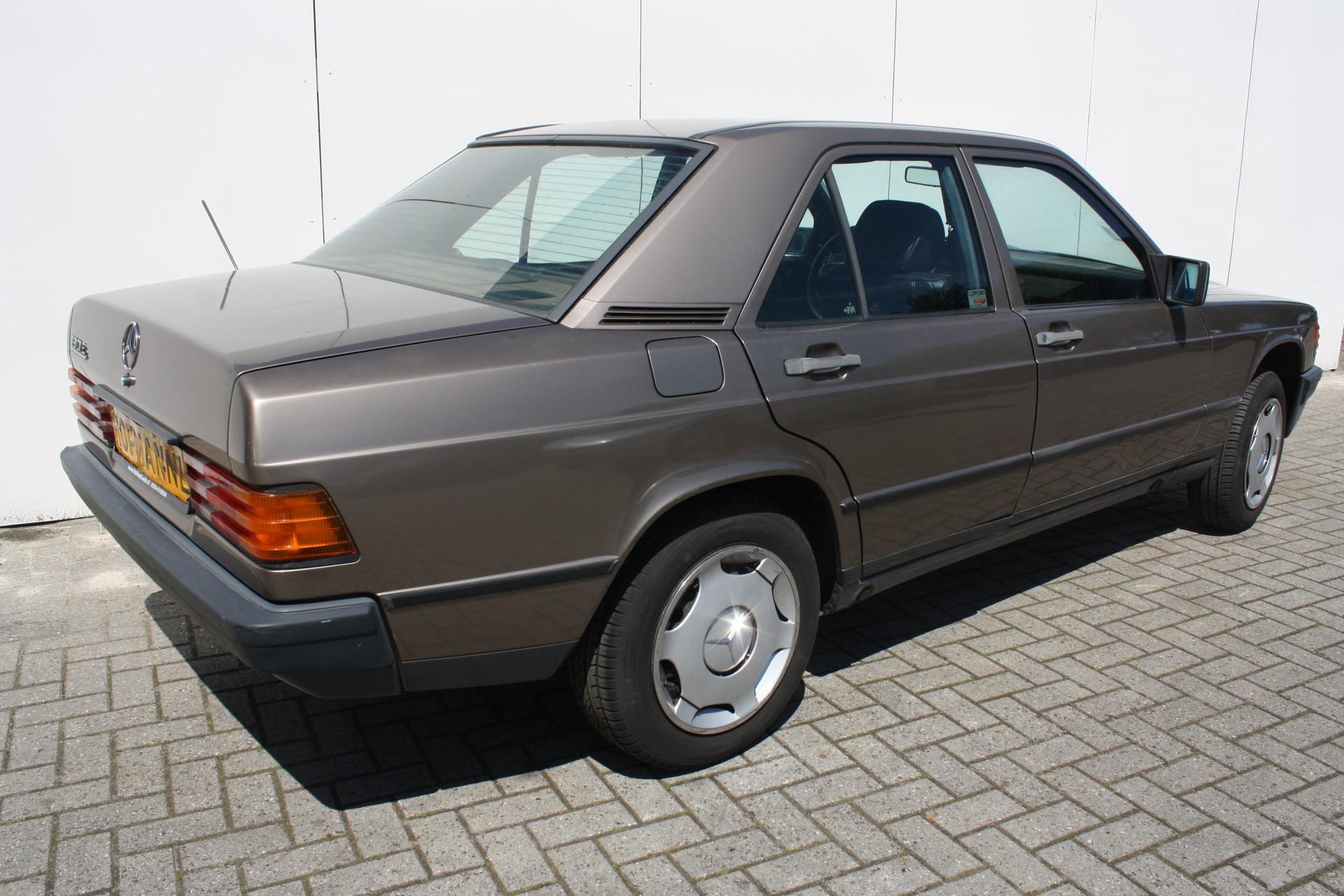 Mercedes-Benz 190 2.0 E Foto 2