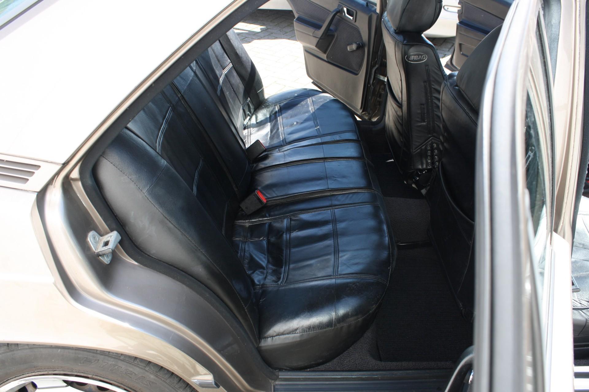 Mercedes-Benz 190 2.0 E Foto 6
