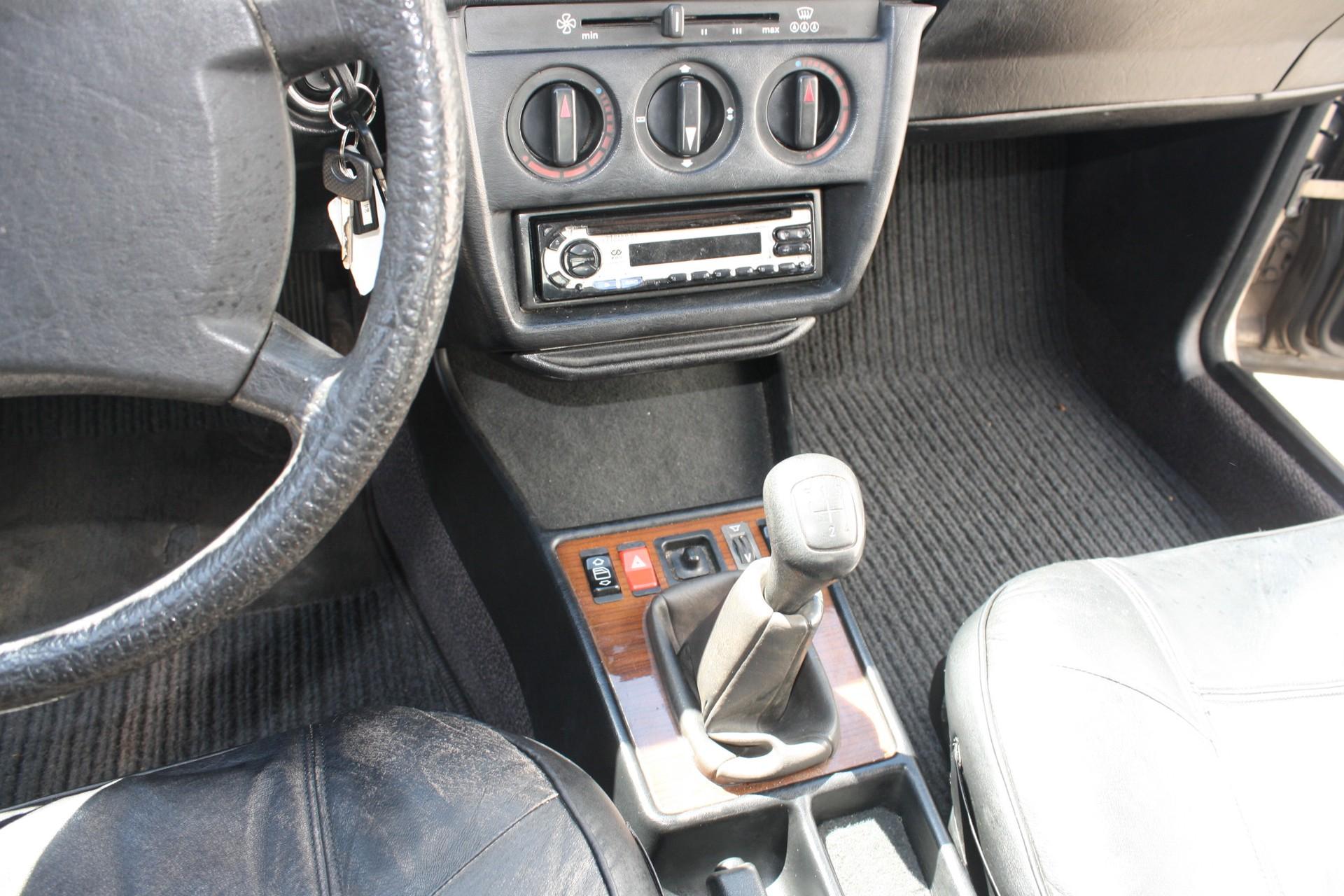 Mercedes-Benz 190 2.0 E Foto 8
