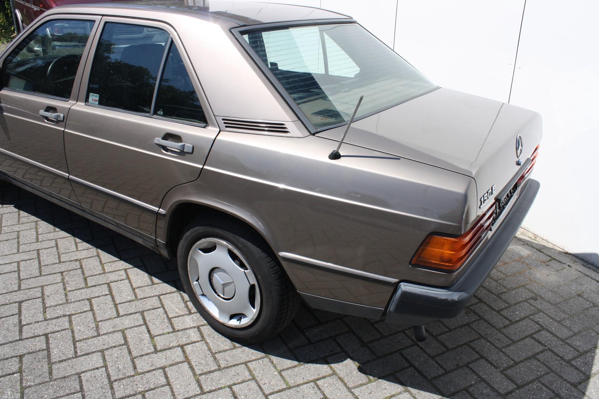 Mercedes-Benz 190 2.0 E Foto 9