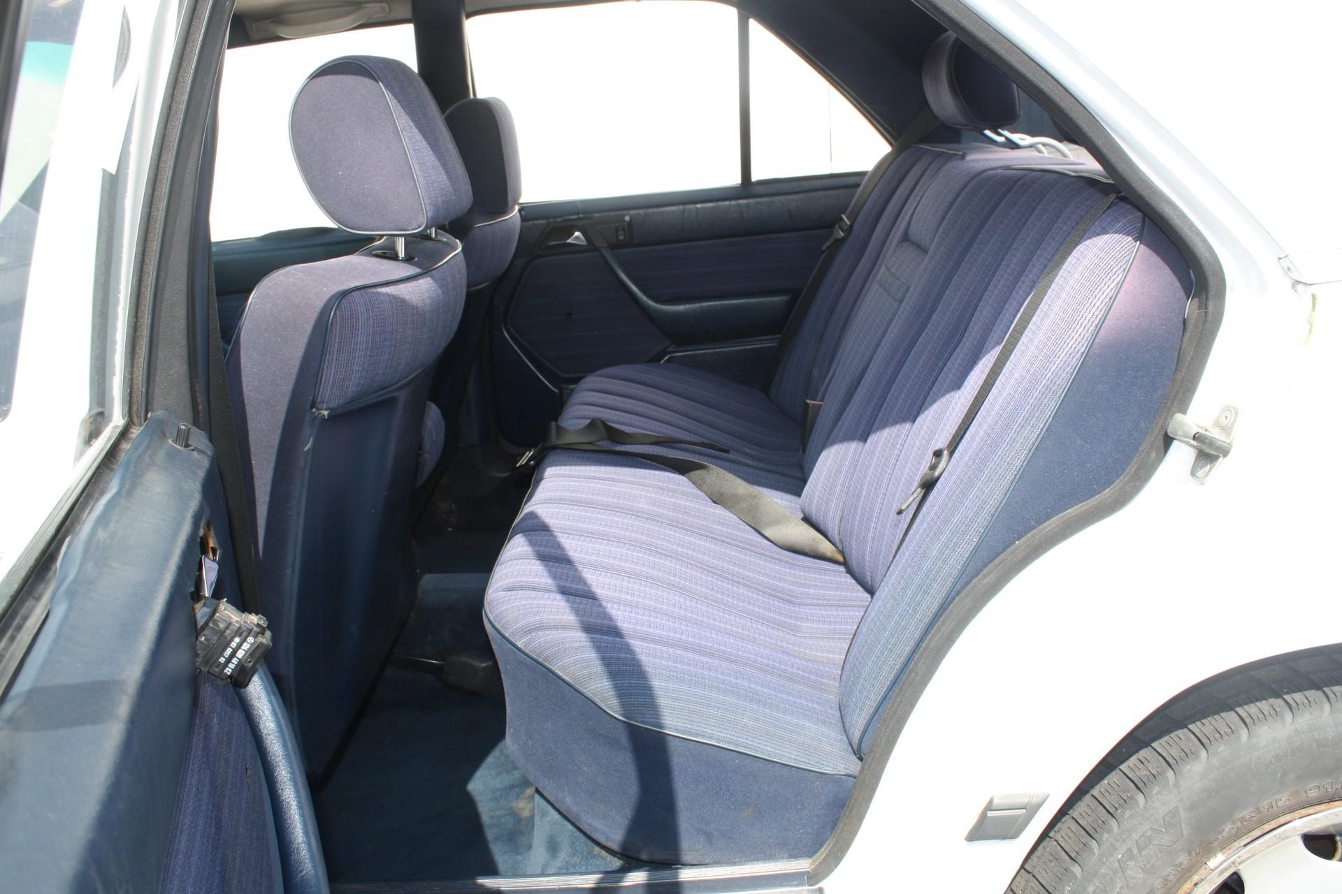Mercedes-Benz 200-serie 300 D Foto 6