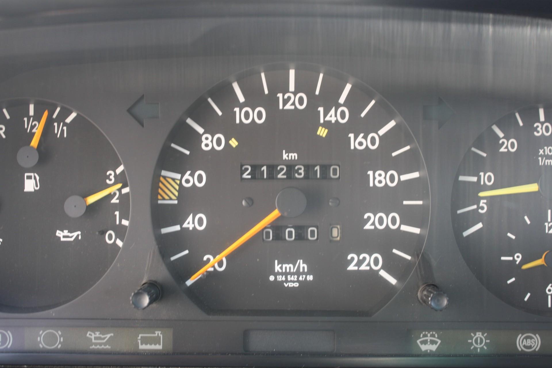 Mercedes-Benz 200-serie 300 D Foto 8