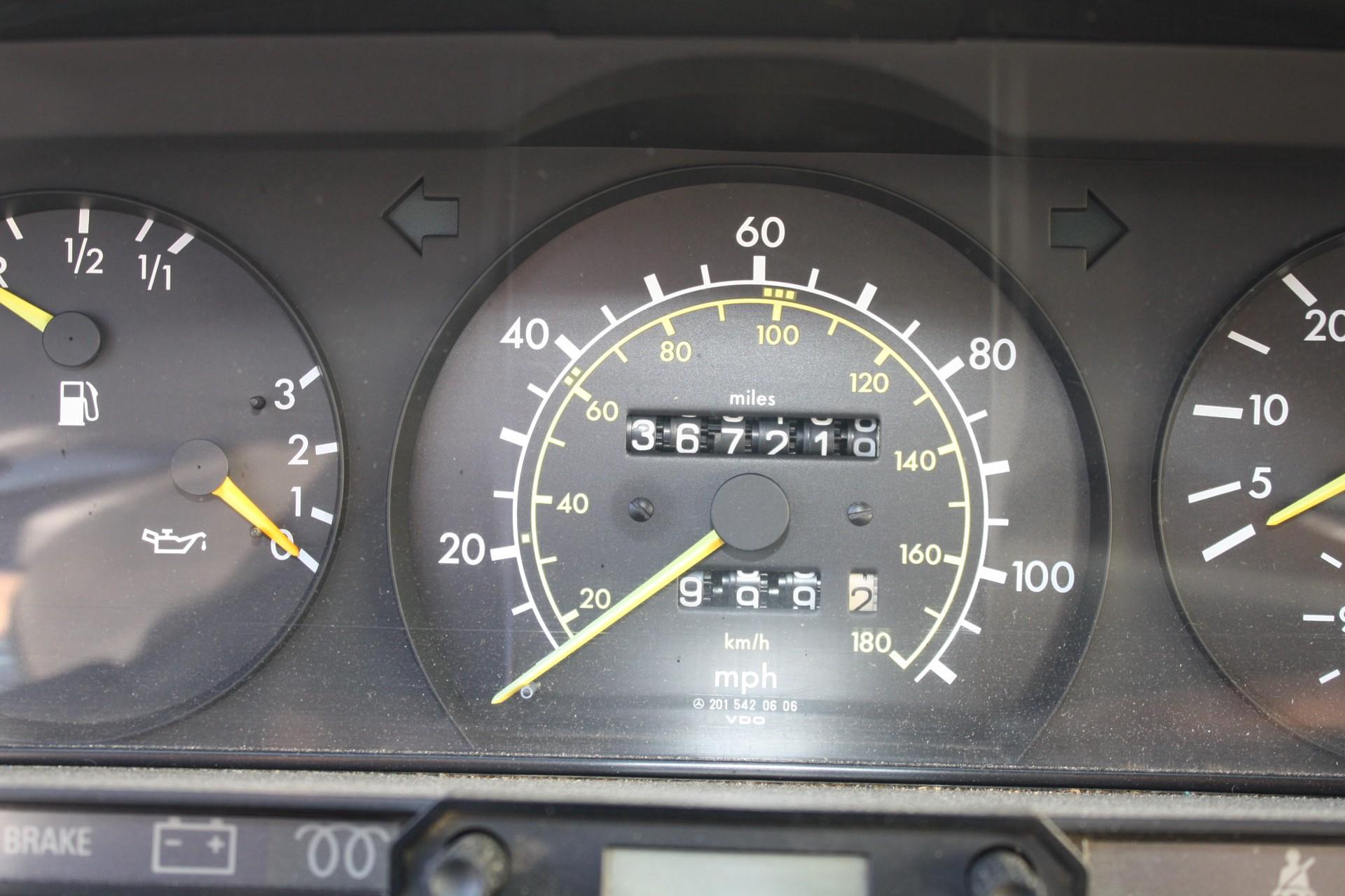 Mercedes-Benz 190 2.2 D Foto 10