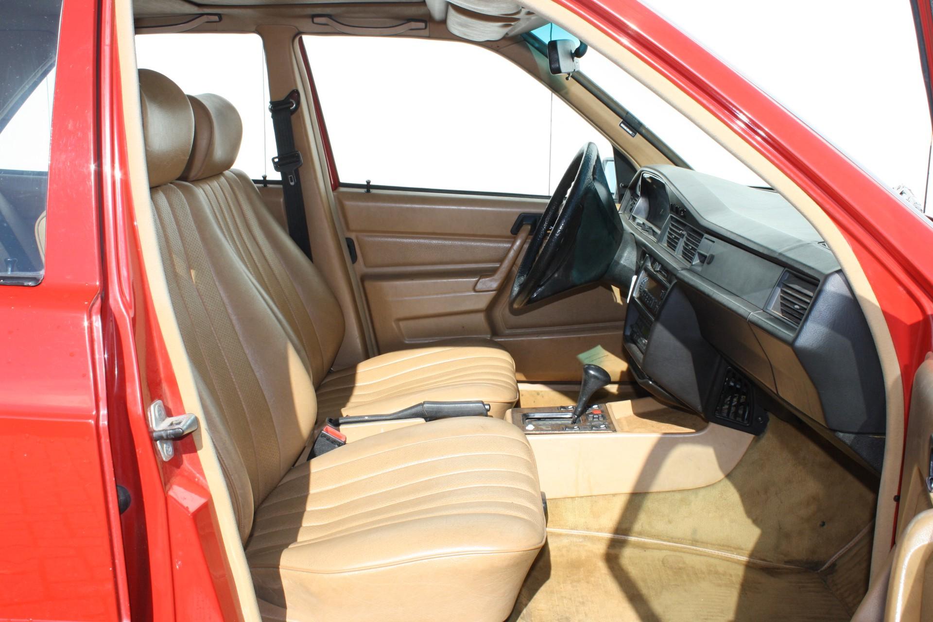 Mercedes-Benz 190 2.2 D Foto 6