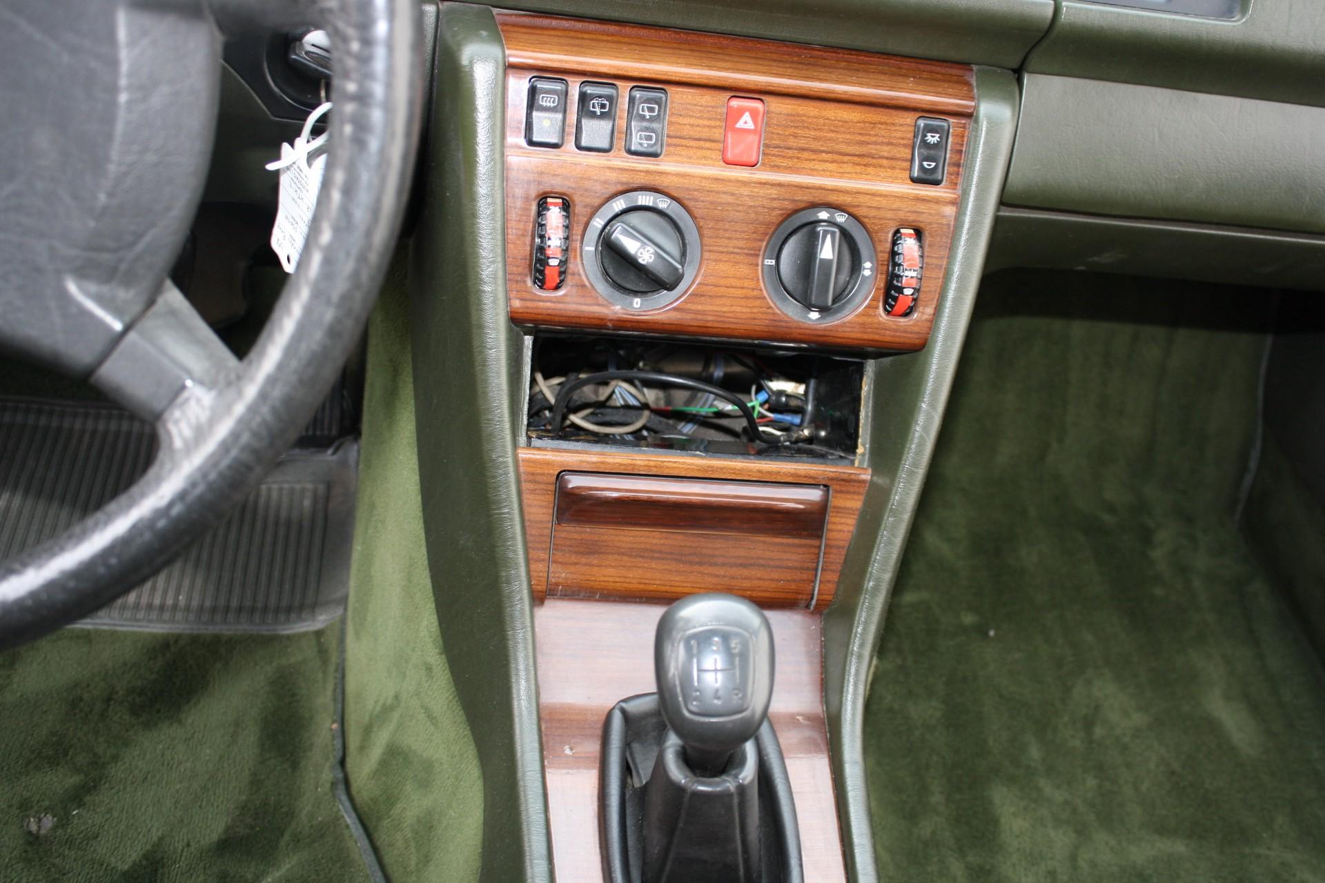 Mercedes-Benz 200-serie 230 TE Foto 7
