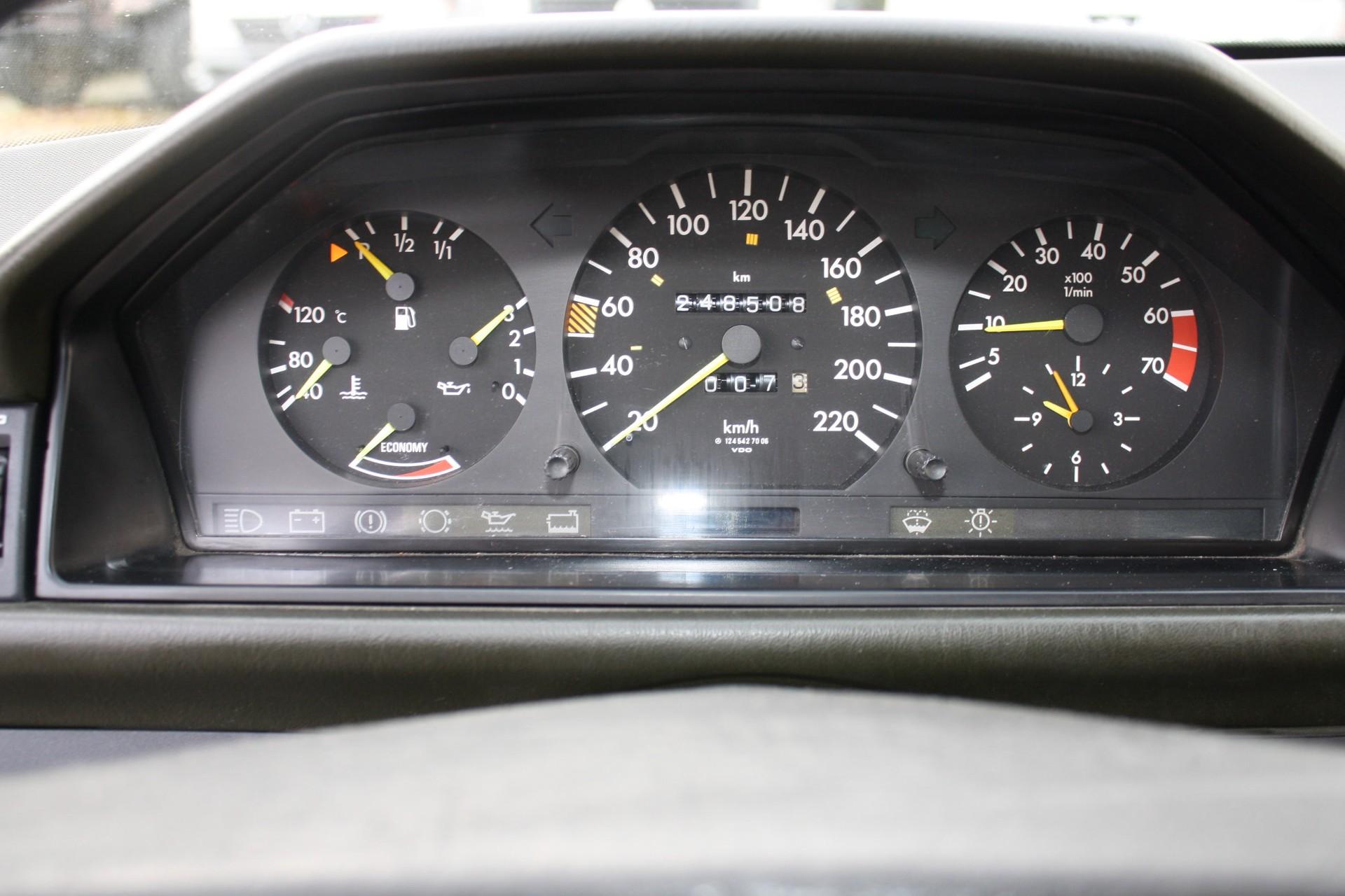 Mercedes-Benz 200-serie 230 TE Foto 8