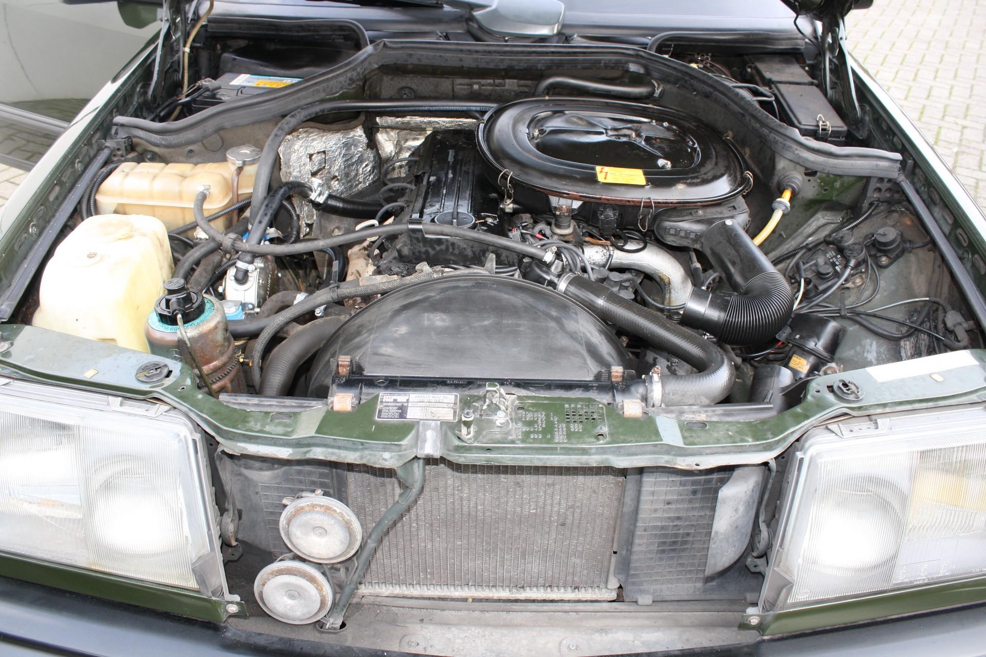 Mercedes-Benz 200-serie 230 TE Foto 9