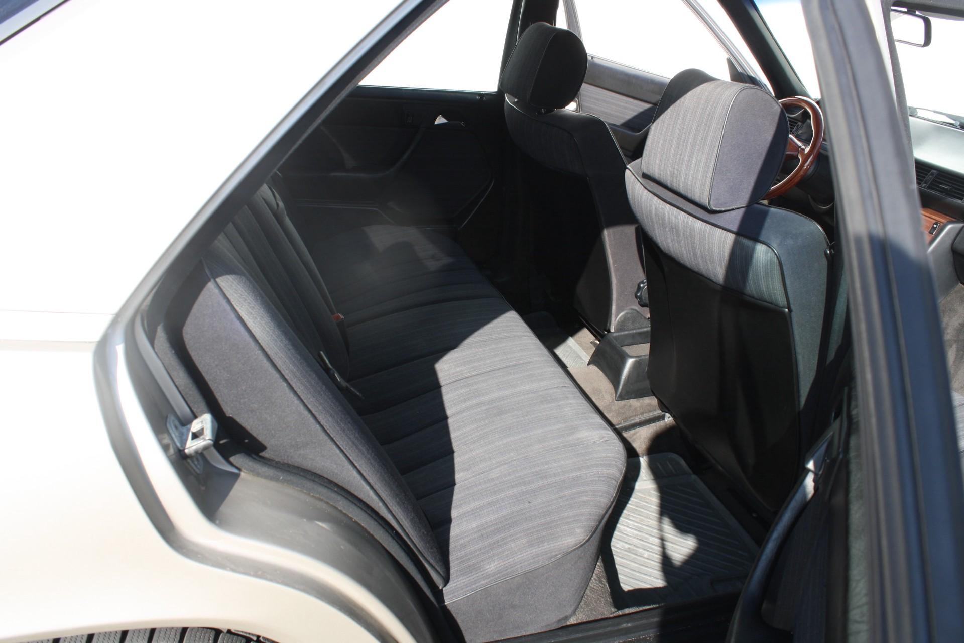 Mercedes-Benz 200-serie 300 E Foto 6