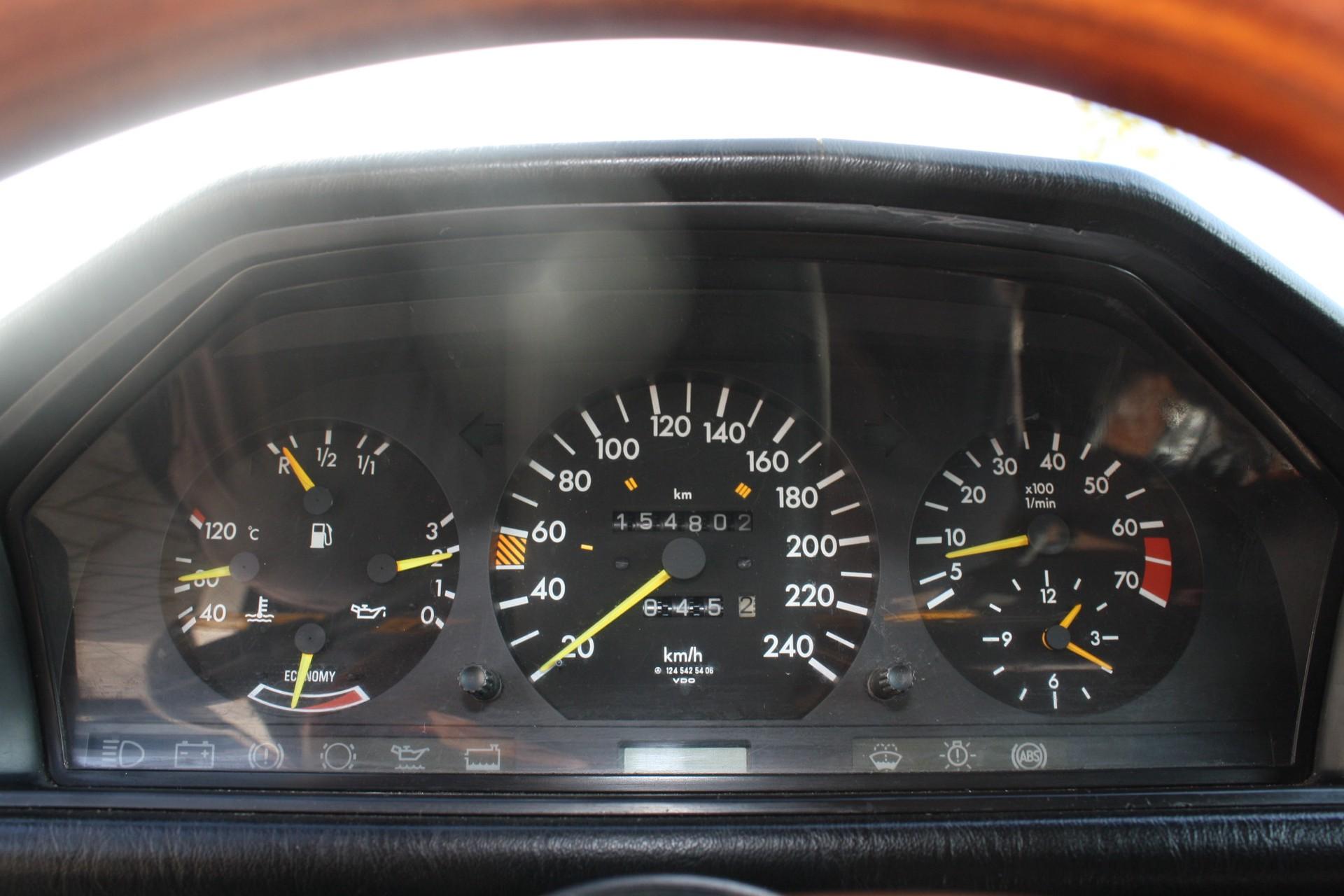 Mercedes-Benz 200-serie 300 E Foto 7