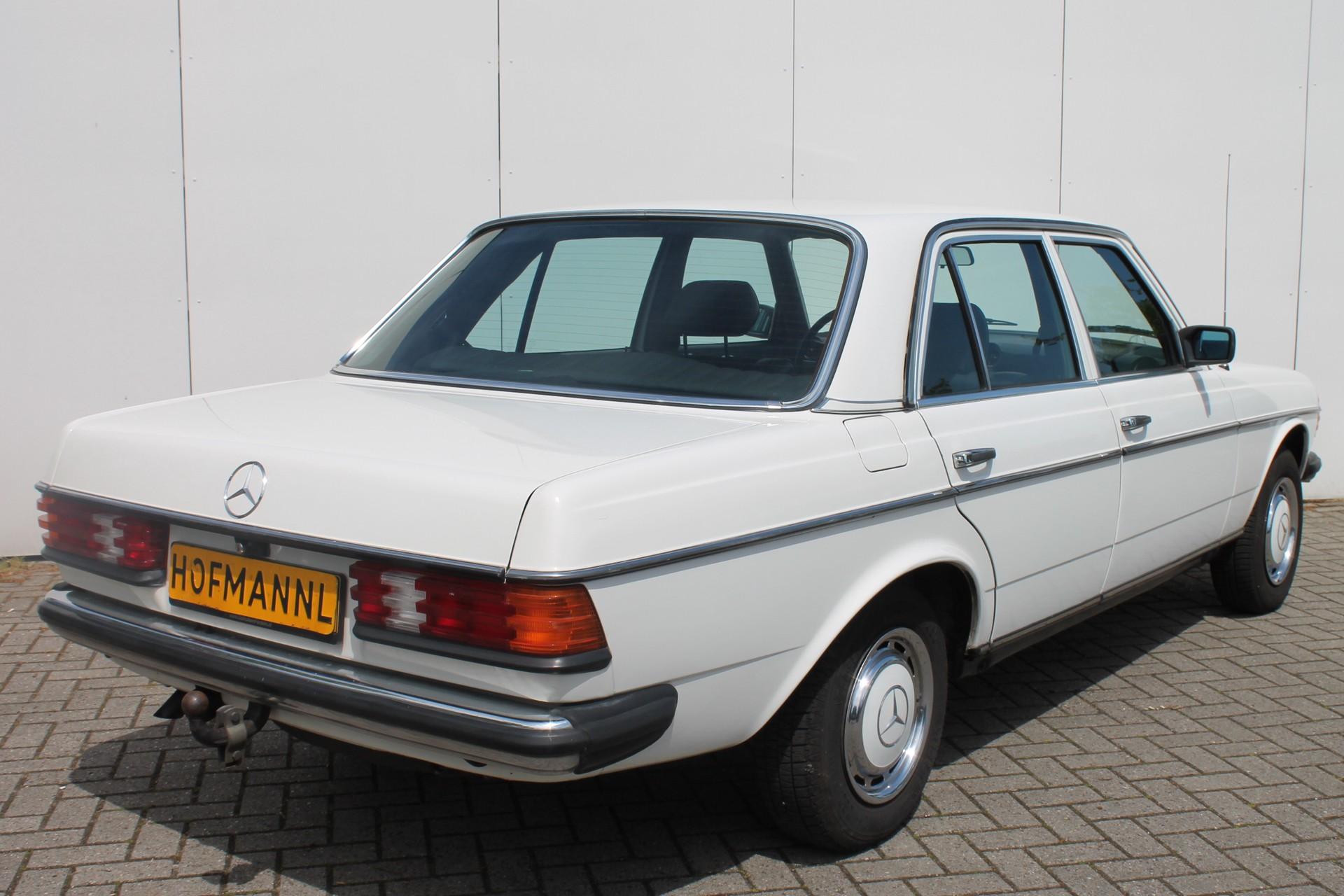 Mercedes-Benz 200-serie 200 D 2.0 Foto 2