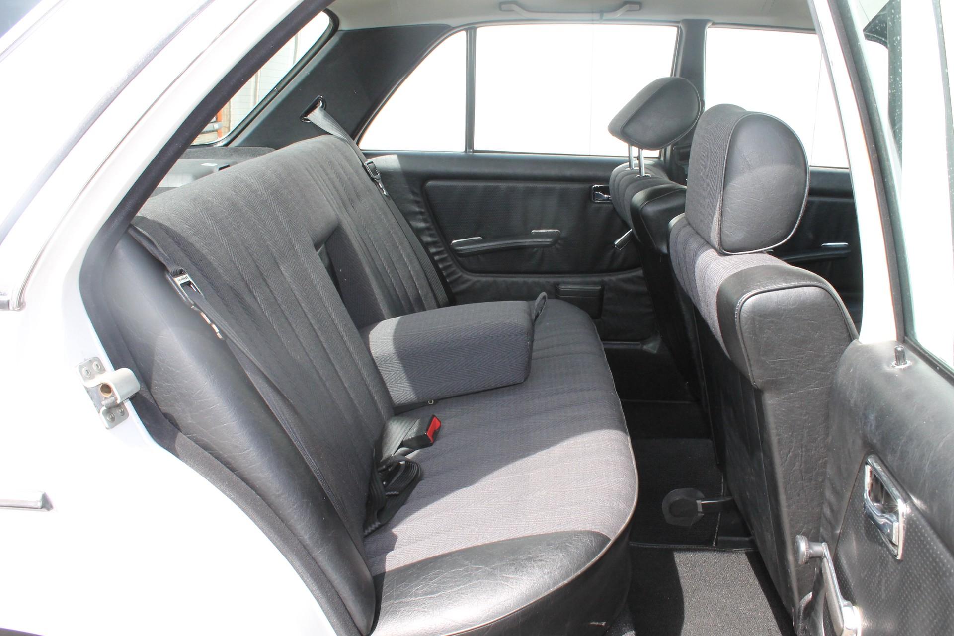 Mercedes-Benz 200-serie 200 D 2.0 Foto 6